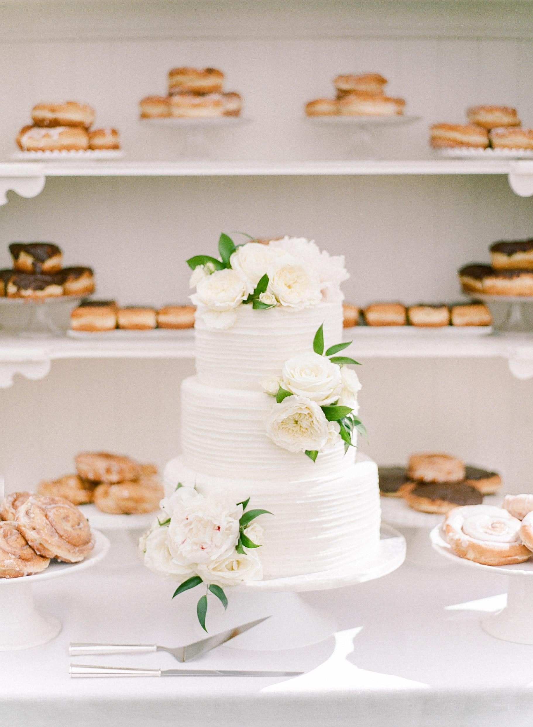 izzy tom wedding cake