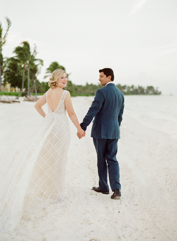 elizabeth sohale wedding dominican republic couple beach
