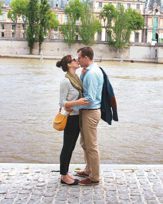 honeymoon-diary-alexis-kevin-france-kiss-s112757.jpg