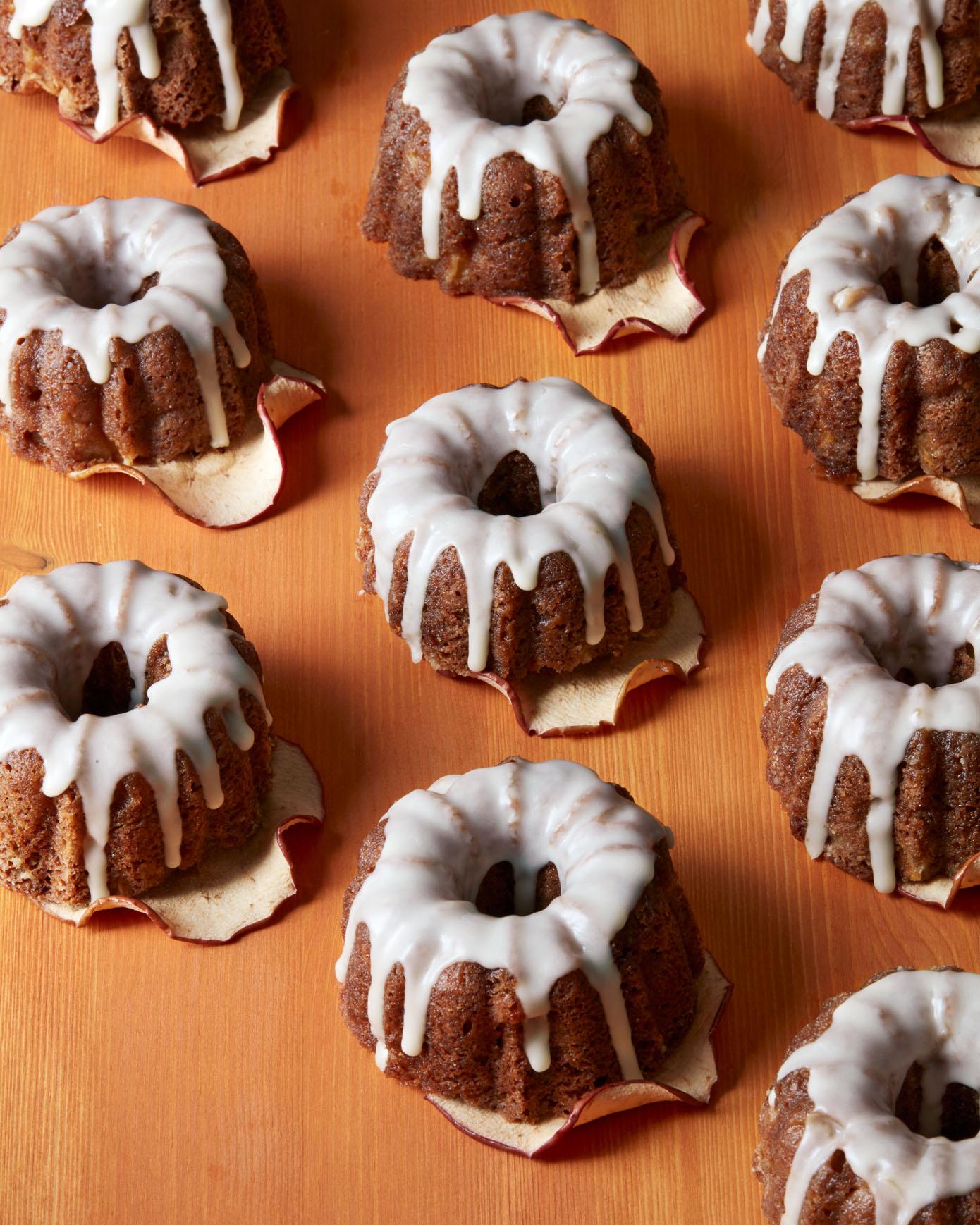 fall-dessert-apple-bundt-cakes-4299-hero-d113106.jpg