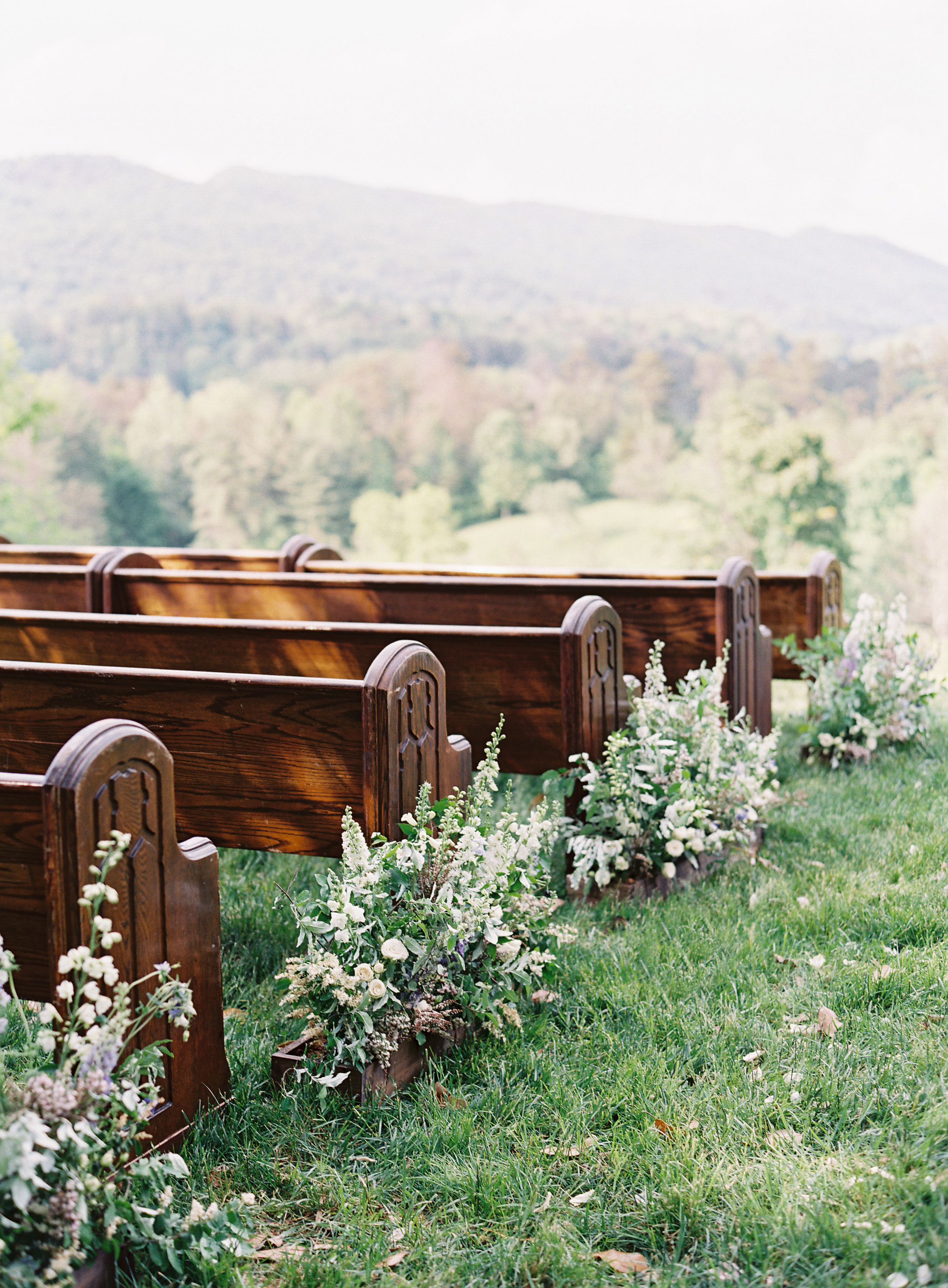 Larkin & Eric's Tennessee wedding - pews