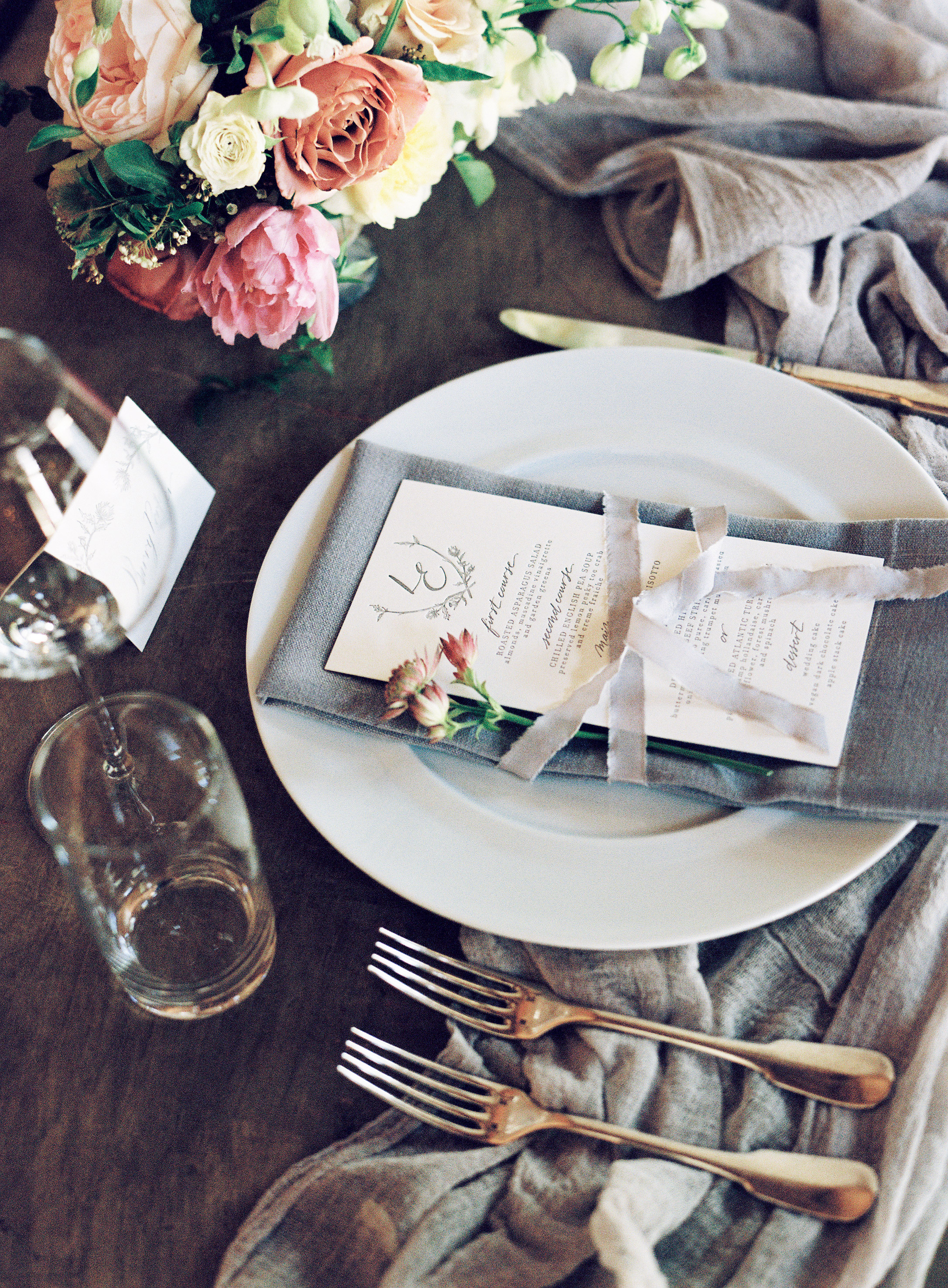 Larkin & Eric's Tennessee wedding - place setting