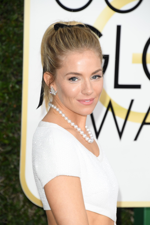 Sienna Miller Beauty Look Golden Globes 2017