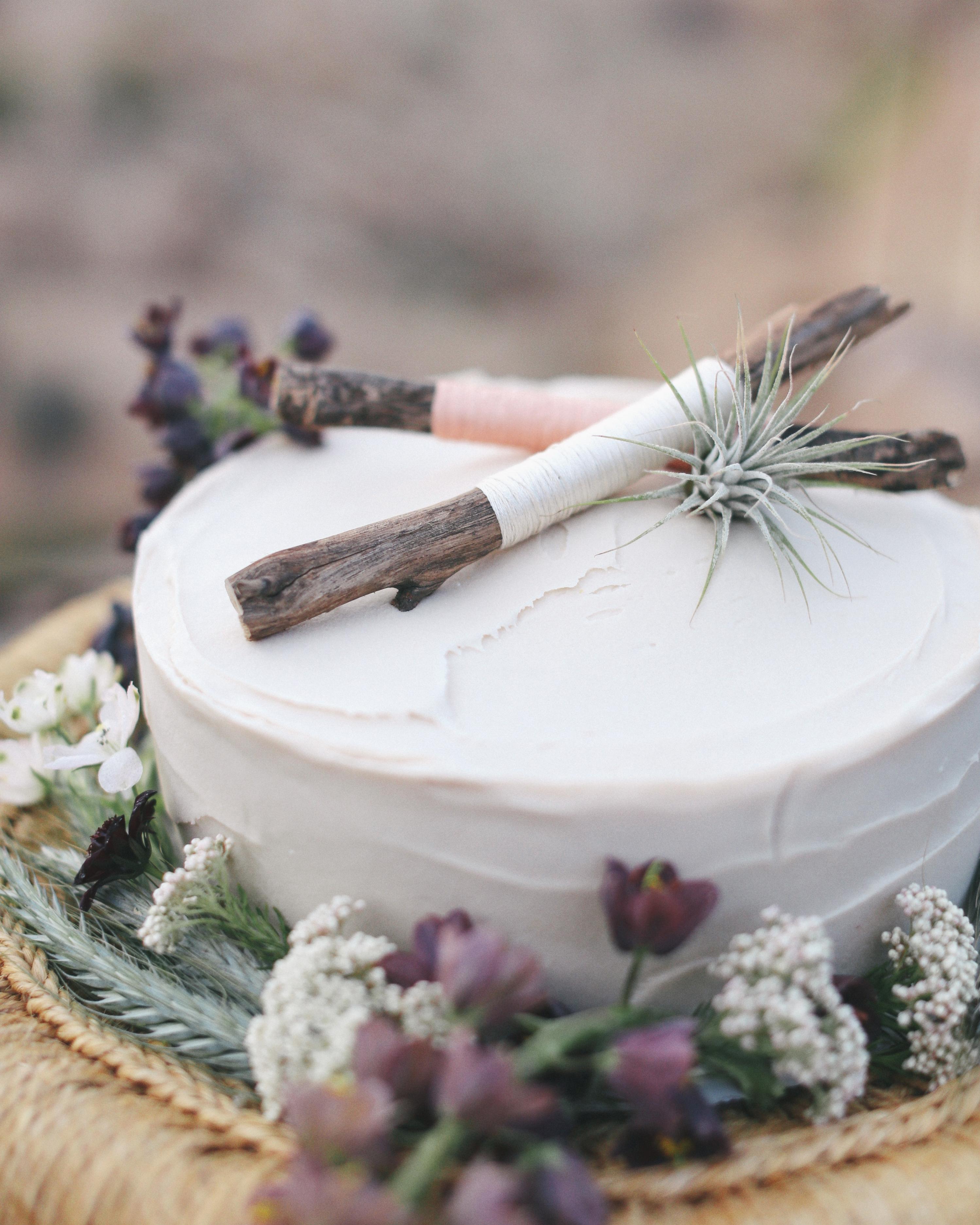 christen-billy-wedding-cake-161-011-s111597-1014.jpg