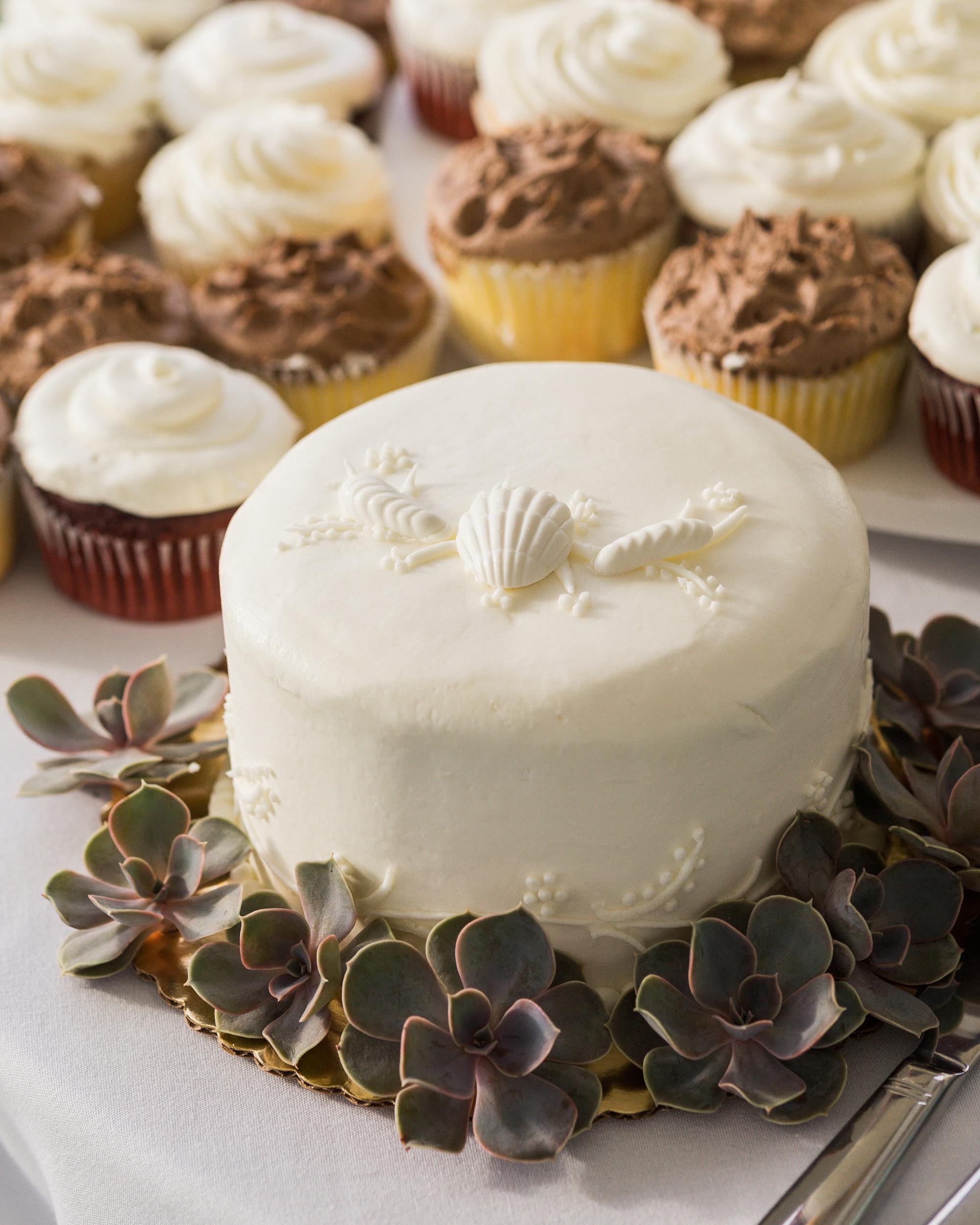 emily-justin-wedding-cape-cod-584-s111843-cakes-1215.jpg