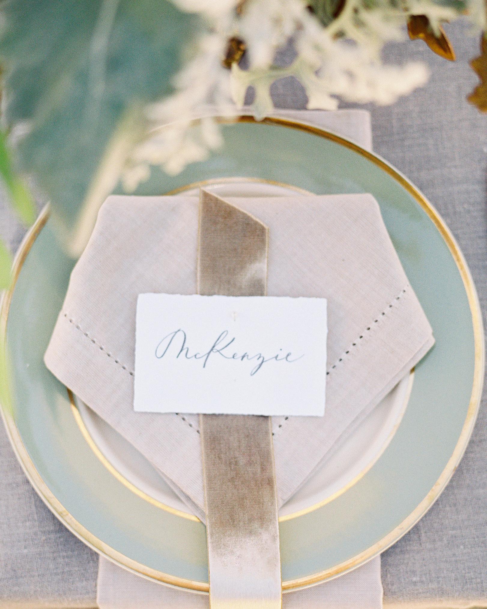 mckenzie-brandon-wedding-placesetting-78-s112364-1115.jpg