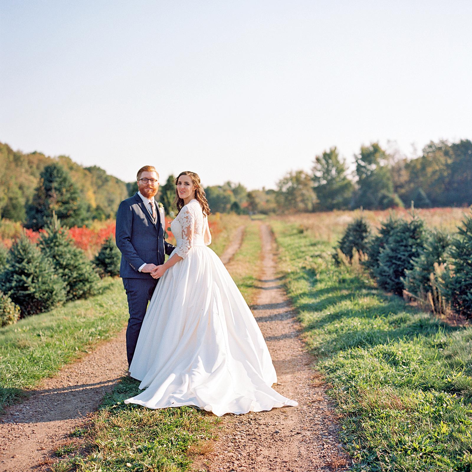rachel elijah wedding couple pose