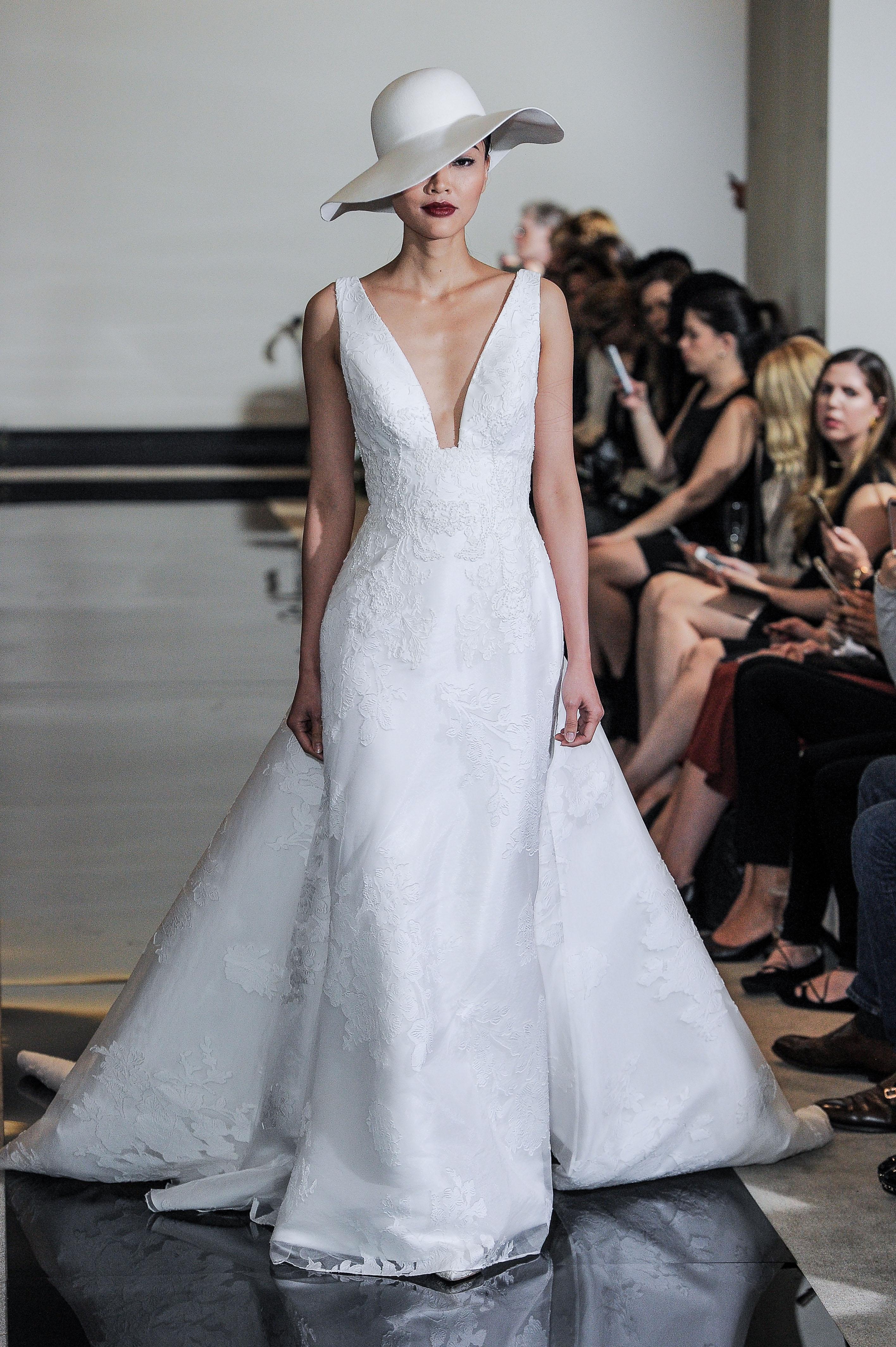 Justin Alexander Wedding Dress with V-Neck Spring 2018
