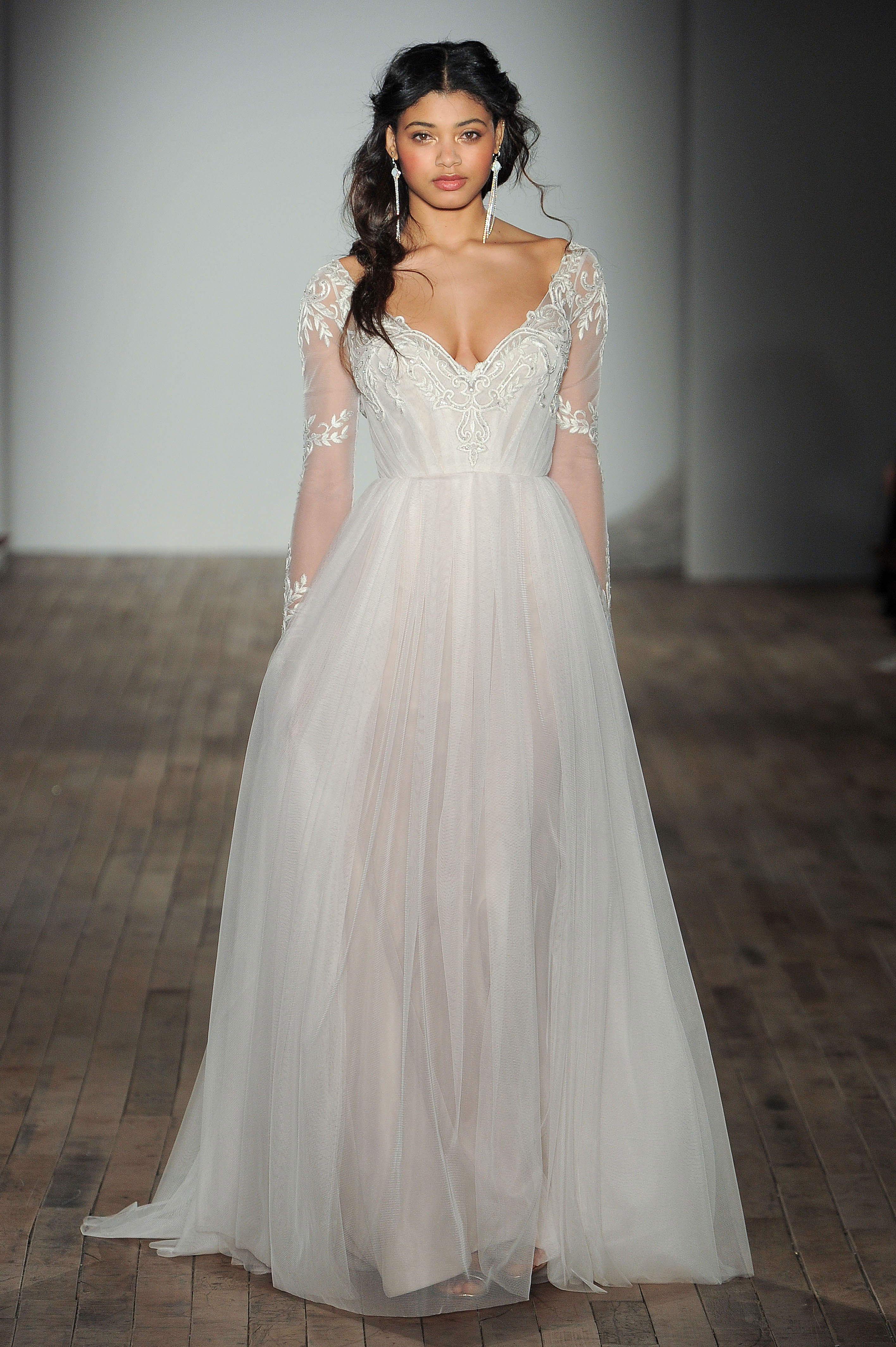 jim hjelm by hayley paige v-neck long sleeve wedding dress spring 2018