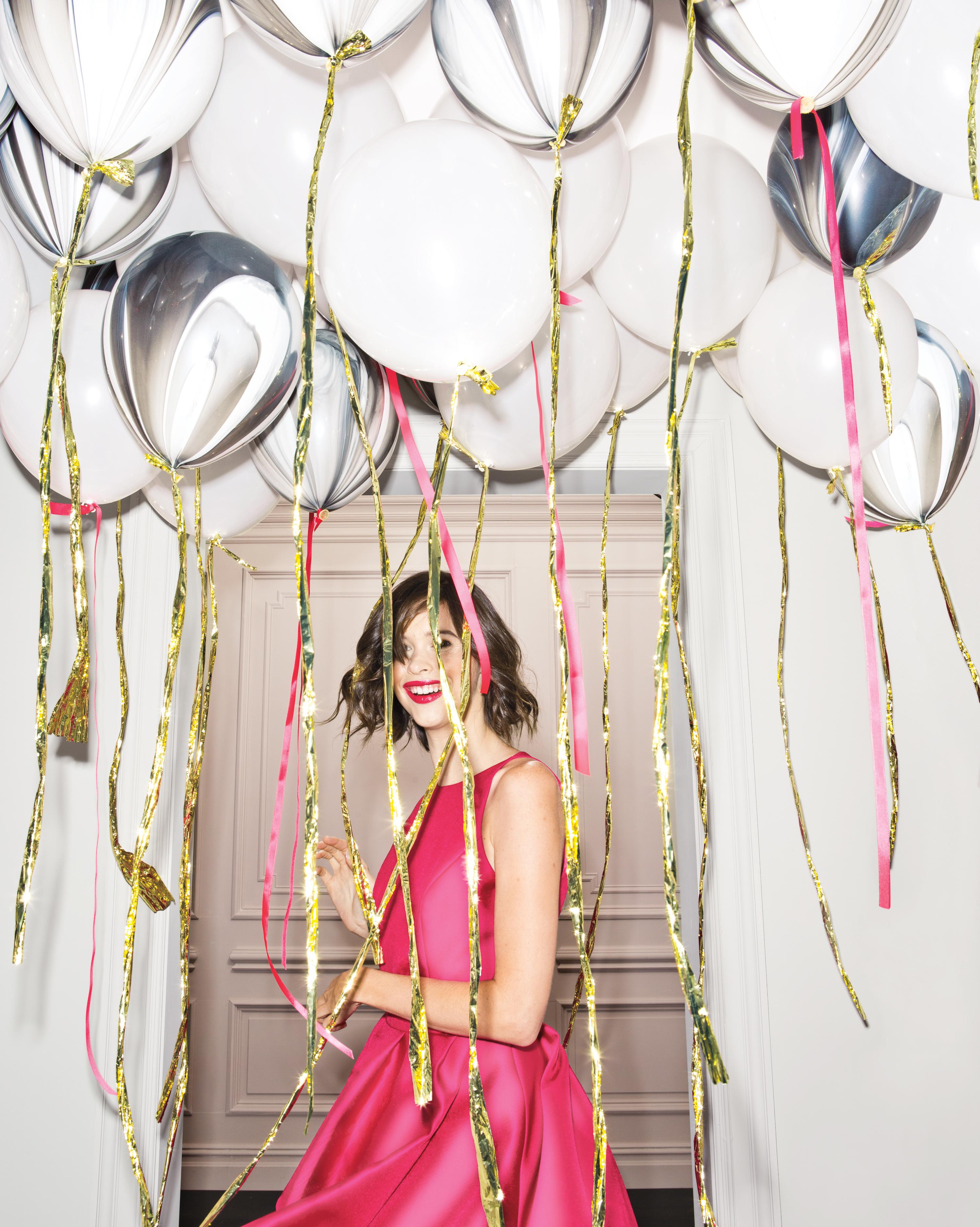 balloons-woman-pink-dress-0247-d111518.jpg
