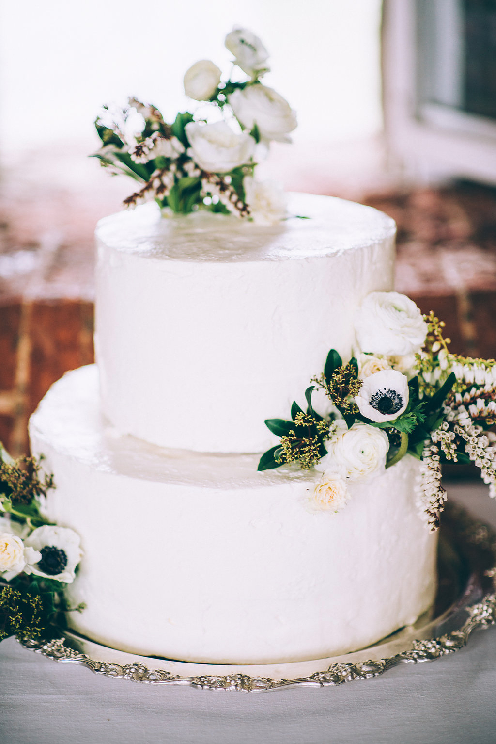 white wedding cake flowers
