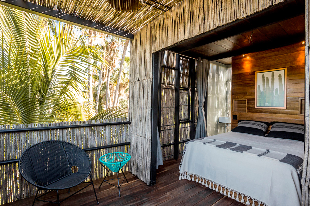 acre hotel room treehouse