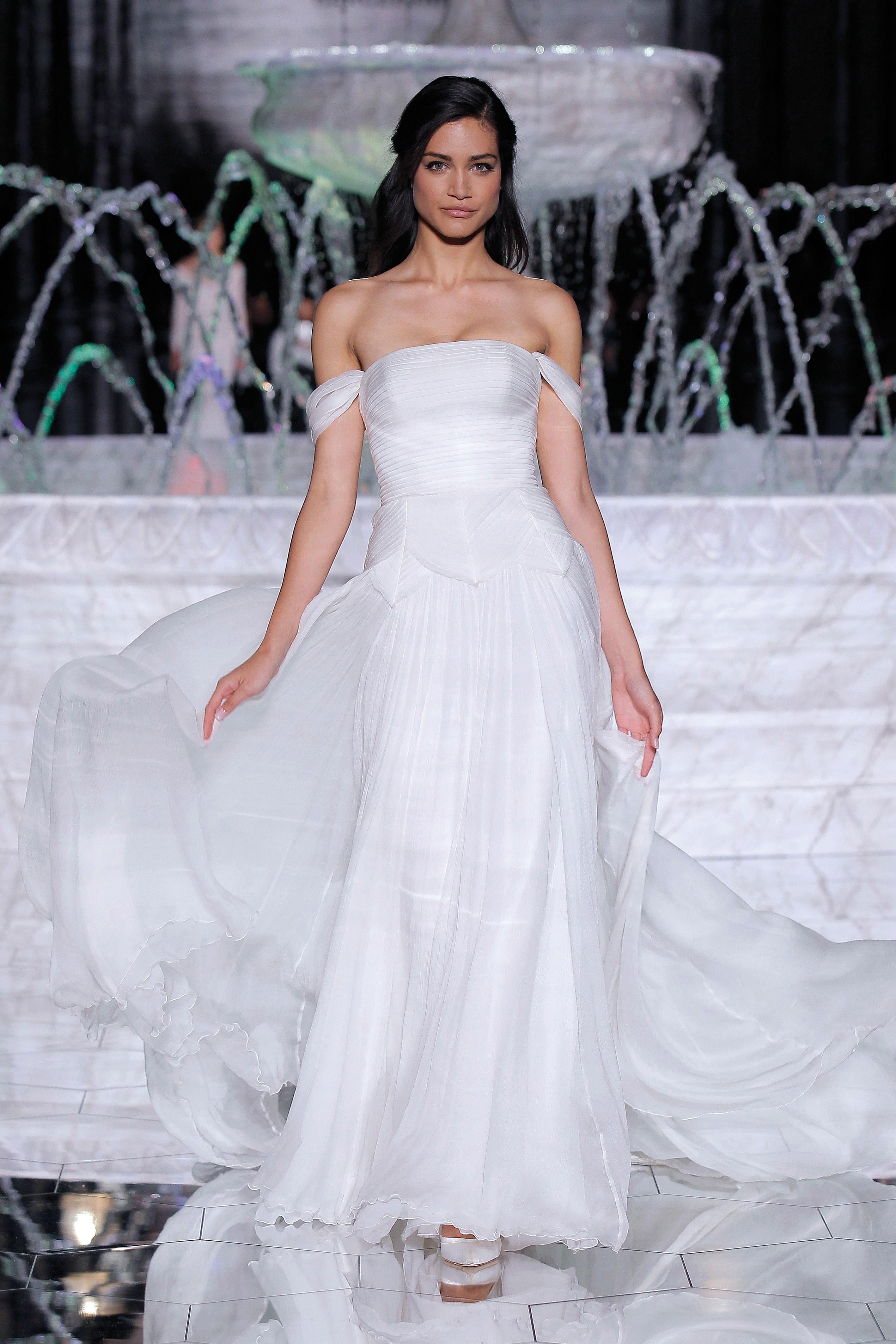 pronovias off-shoulder wedding dress spring 2018