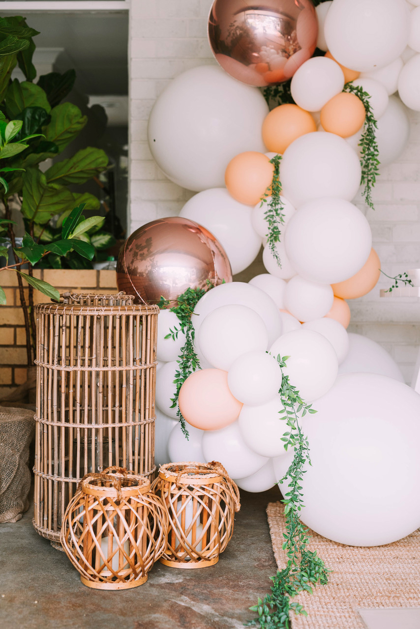rose gold wedding ideas balloon arch