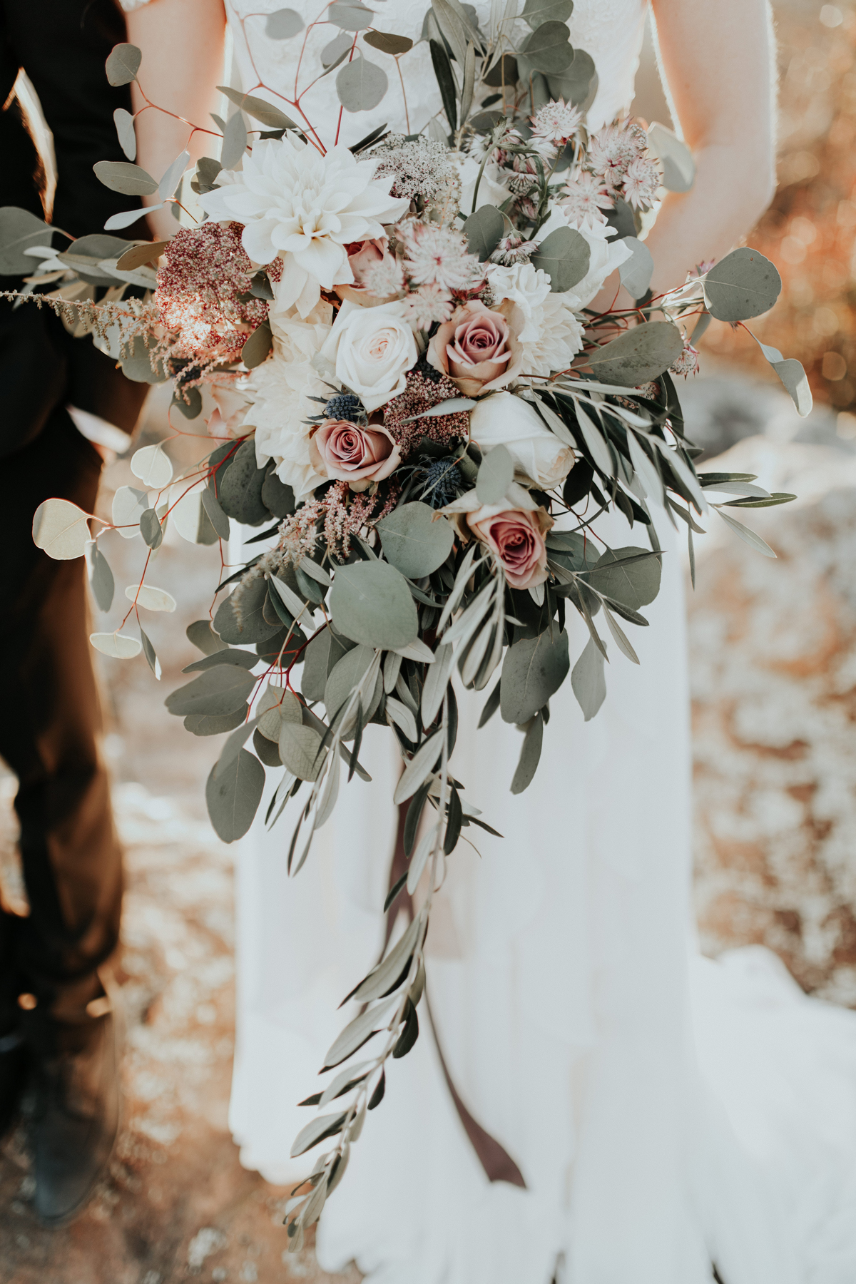 rose gold wedding ideas metallic bouquet
