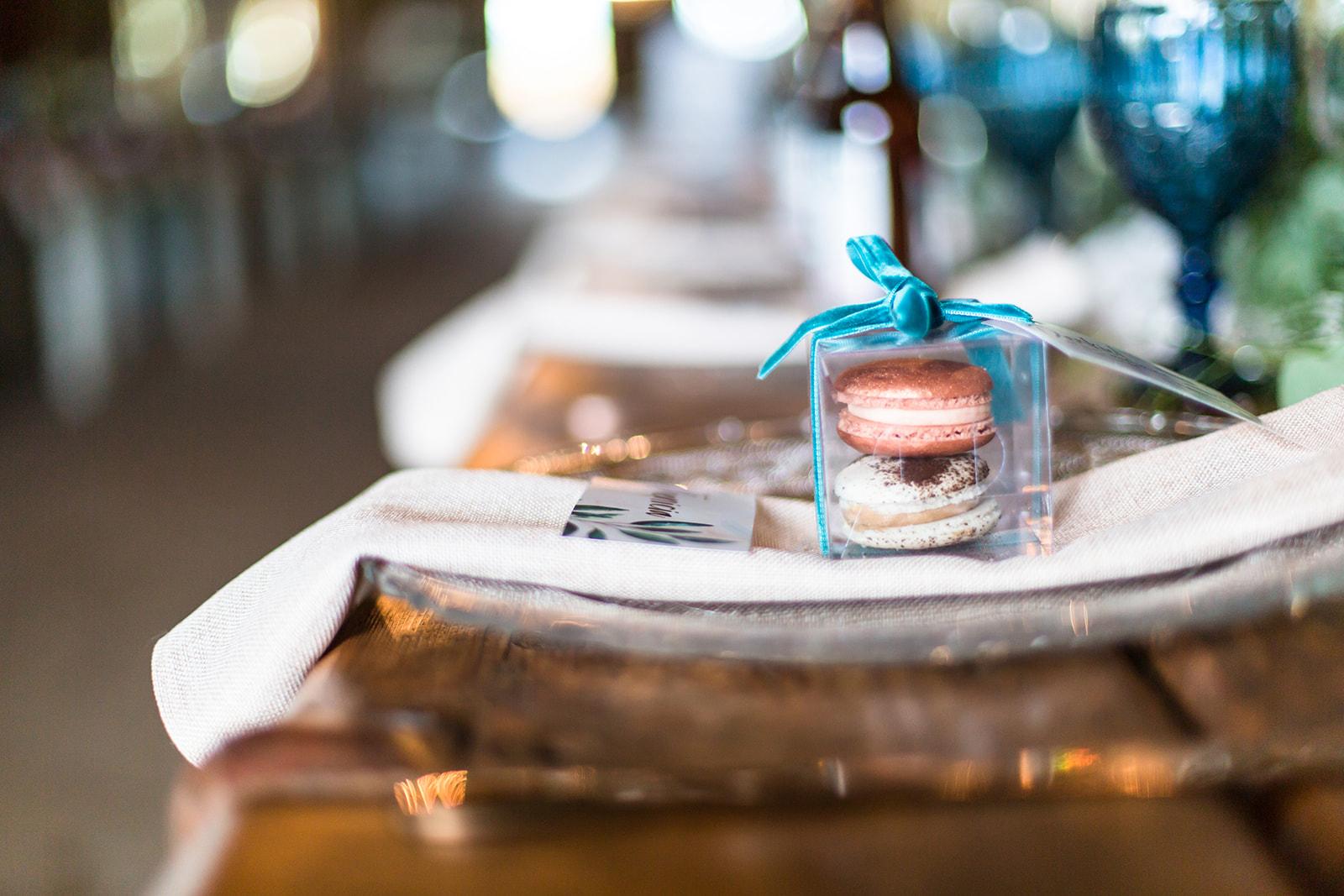 rose gold wedding ideas macaron favors