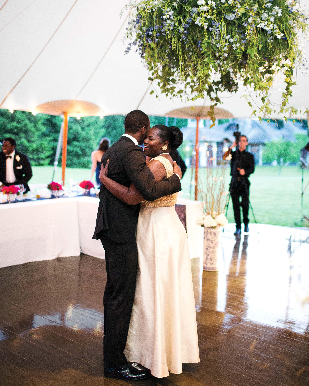 mhonor-jay-wedding-connecticut-mother-son-dance-1256-d112238.jpg