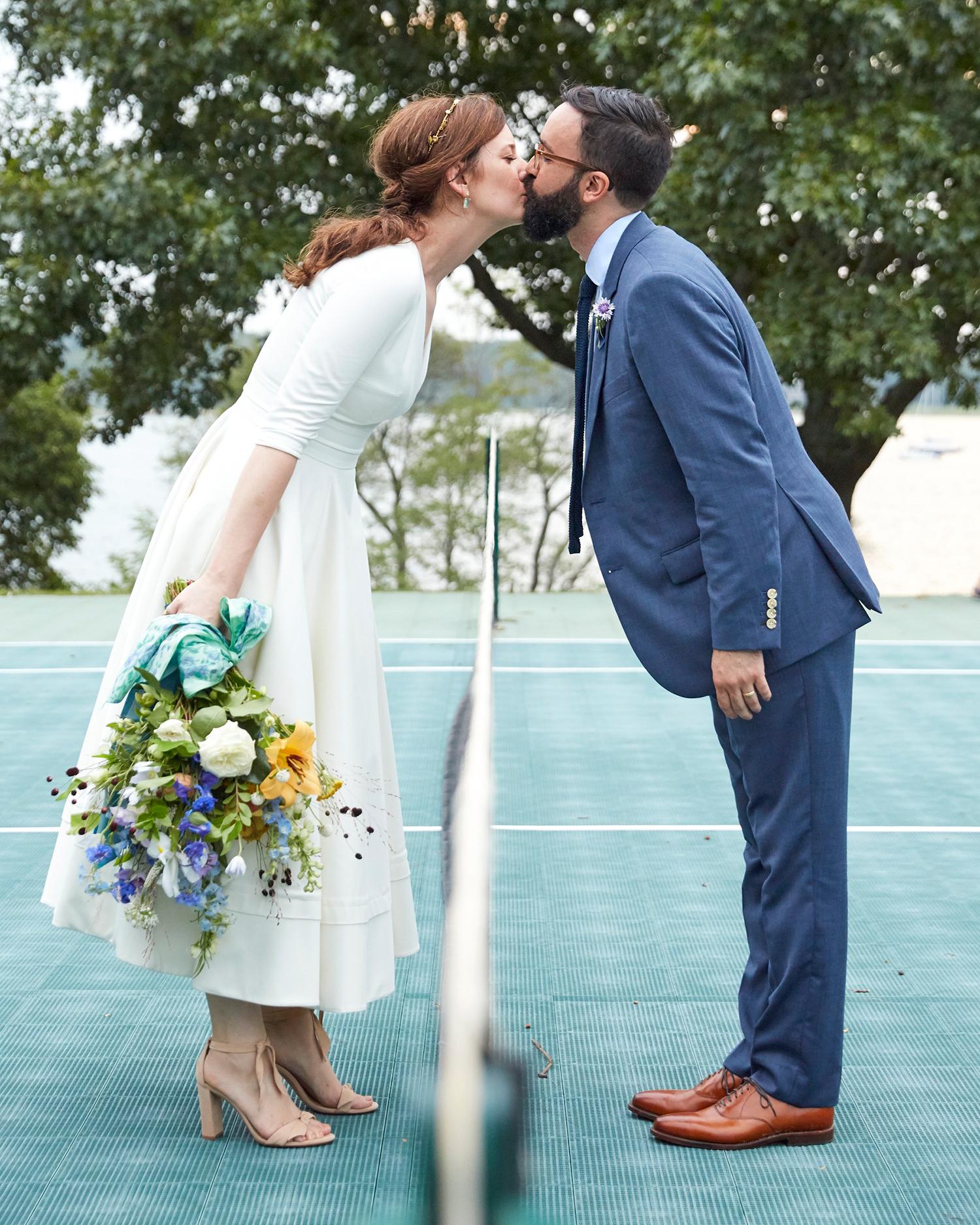 katie samuel tennis court kiss