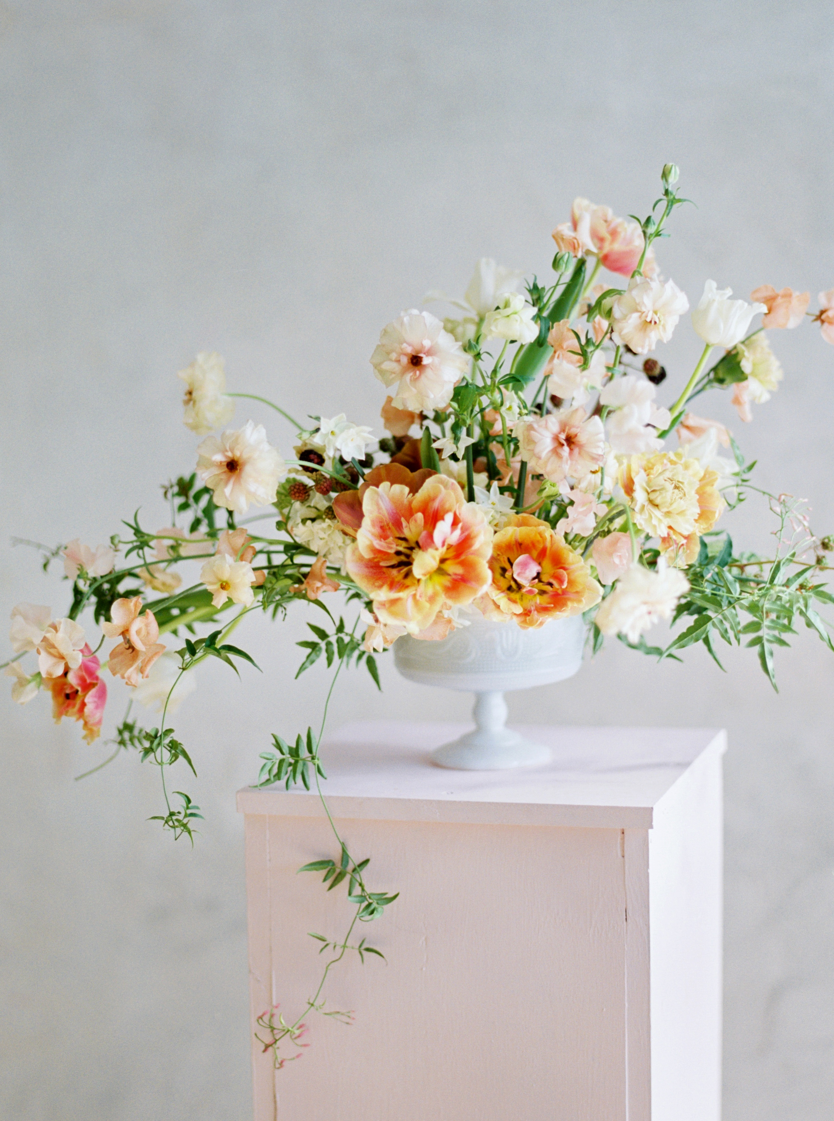 summer wedding centerpieces yellow white floral