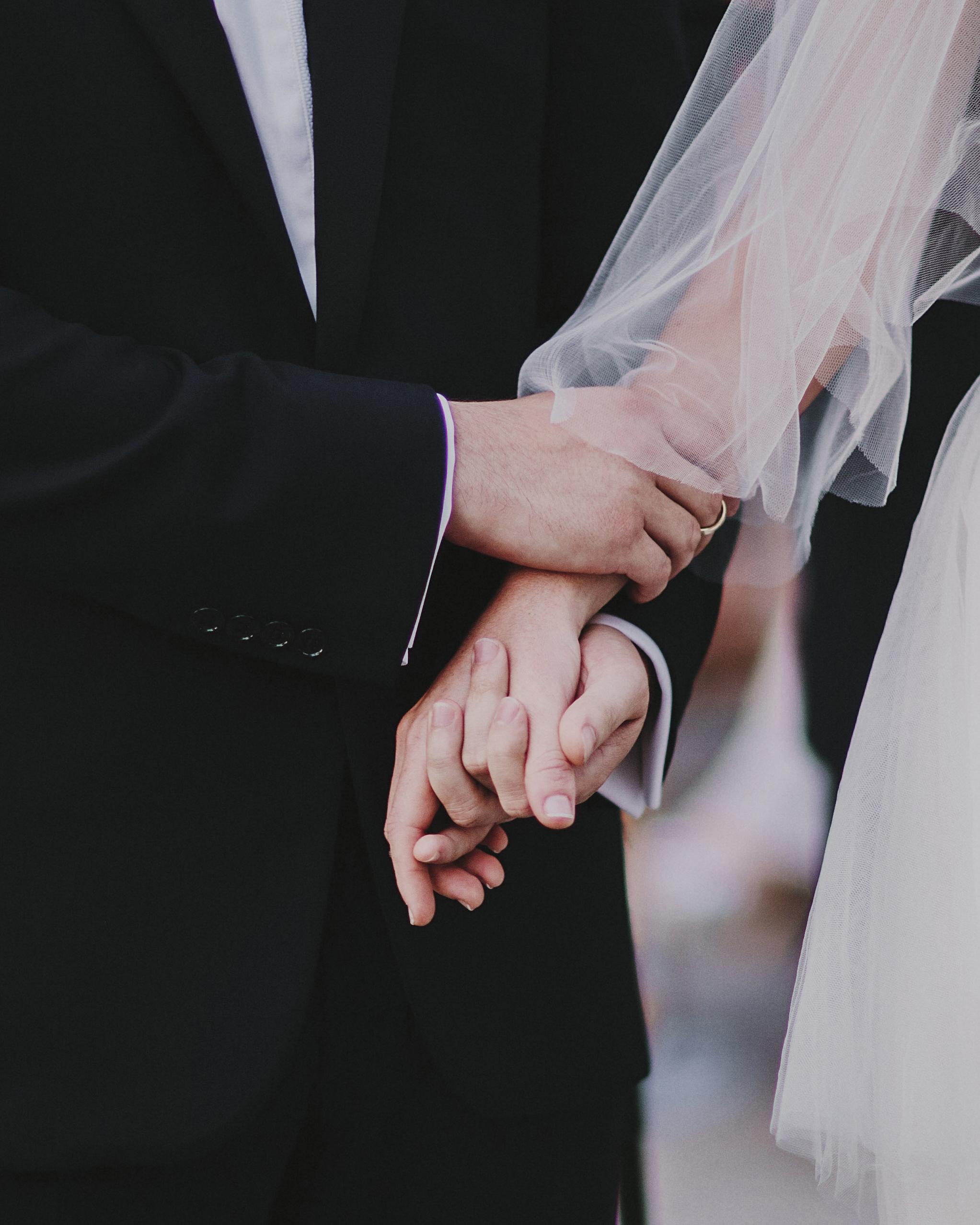 tamara-brett-wedding-hands-1163-s112120-0915.jpg
