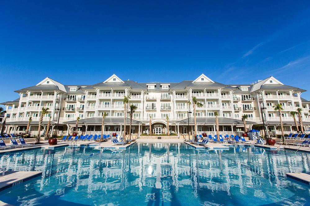 resort and pool