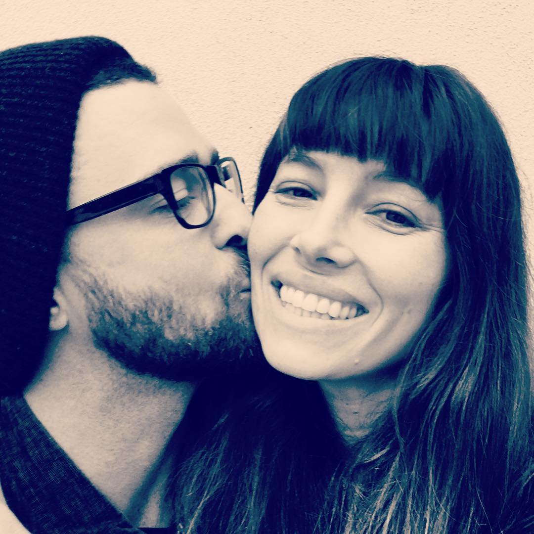 Justin Timberlake Gives Jessica Biel a Kiss on the Cheek