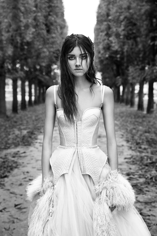 vera wang boostia wedding dress with fur shawl fall 2018