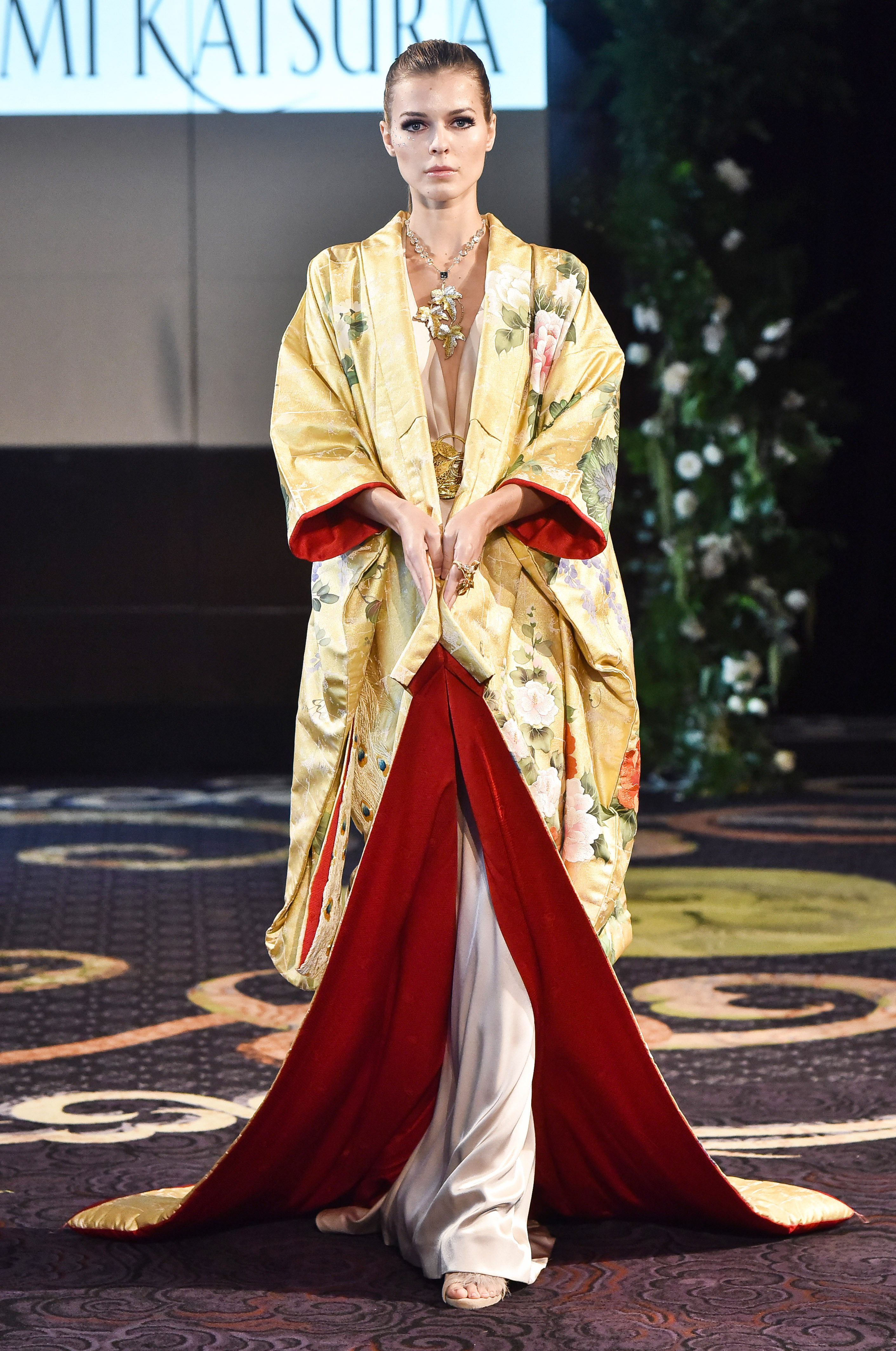 yumi katsura yellow and red kimono robe wedding dress fall 2018