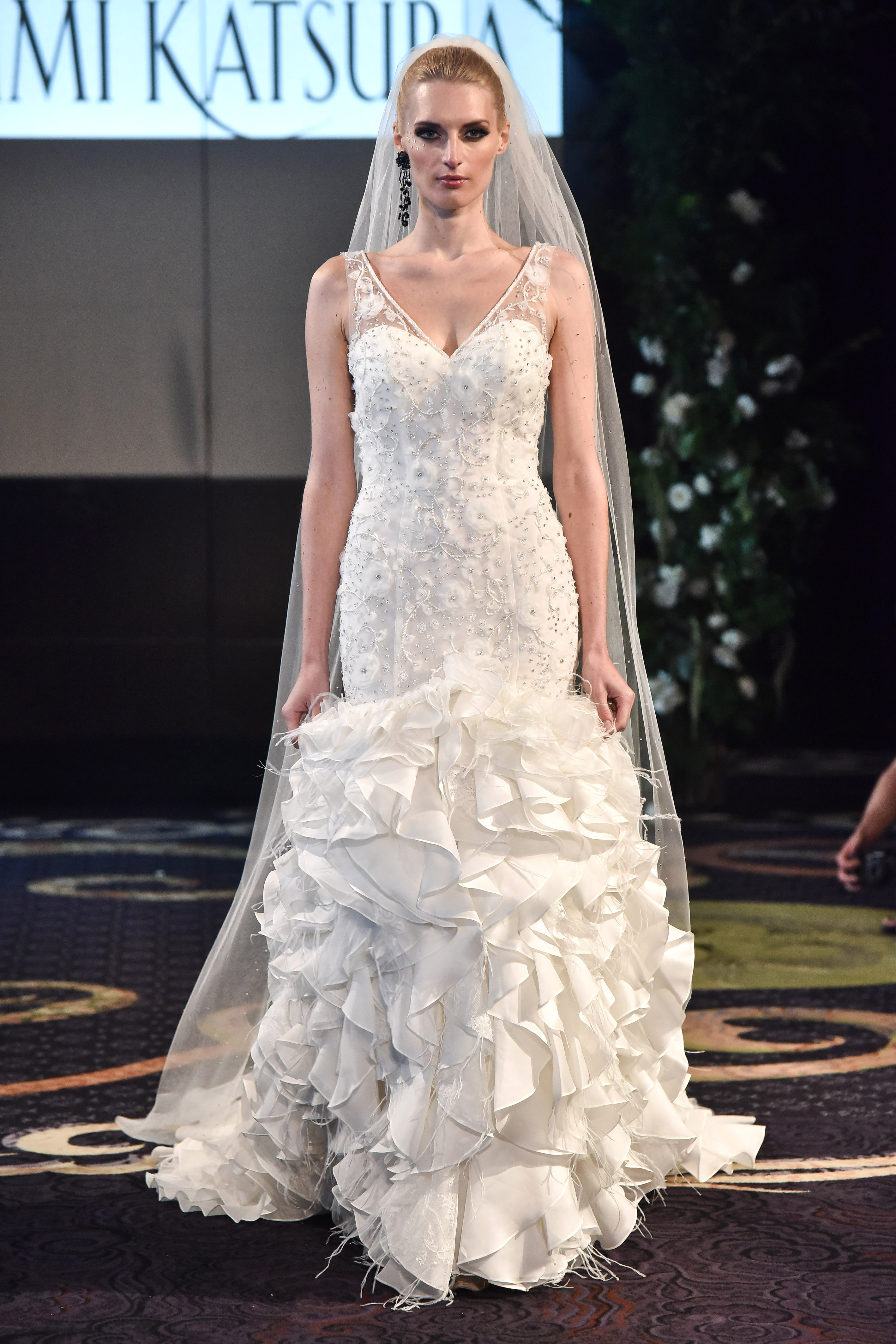 yumi katsura v neck trumpet layers wedding dress fall 2018