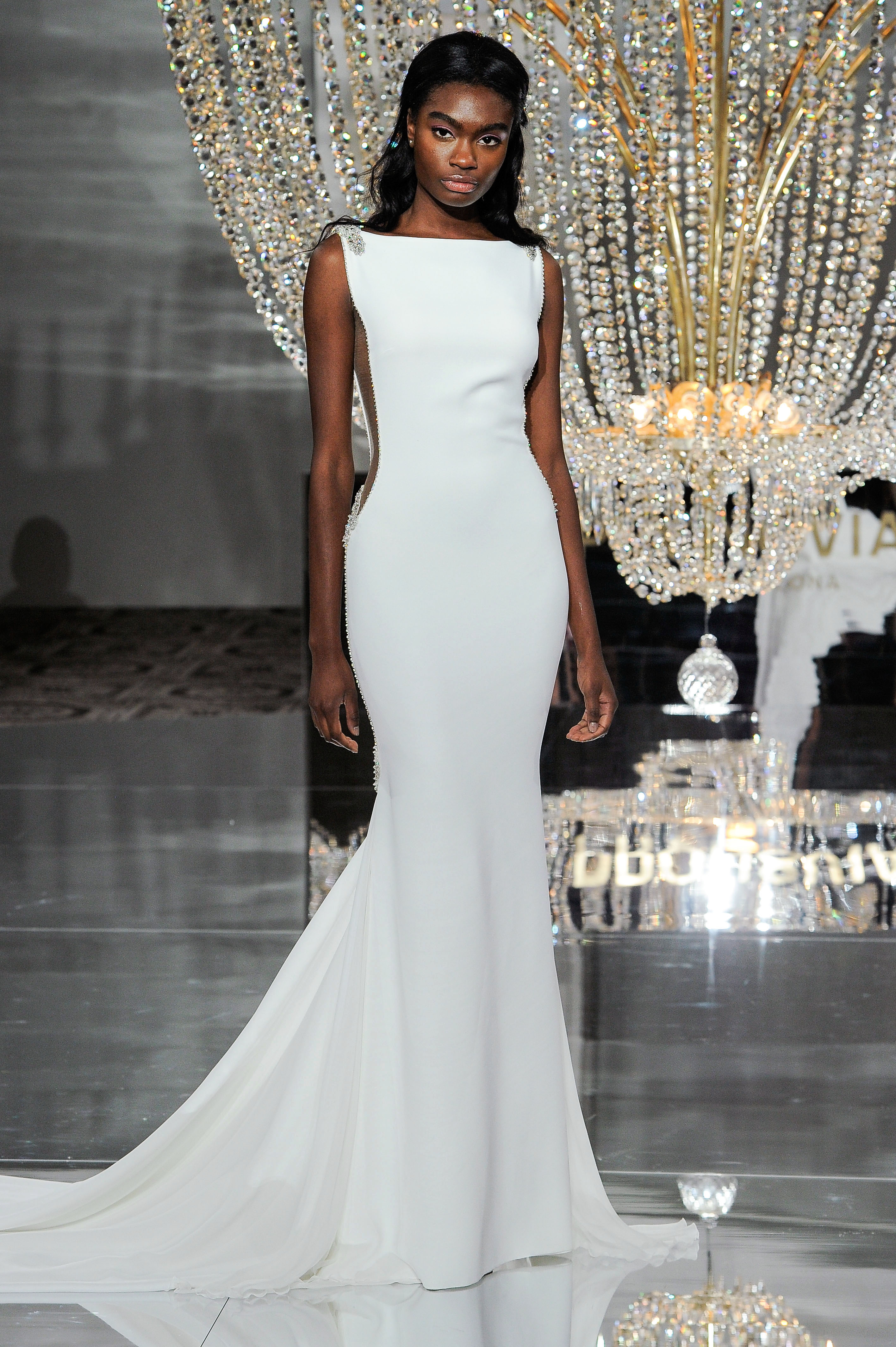 pronovias wedding dress fall 2018 trumpet boatneck side panel
