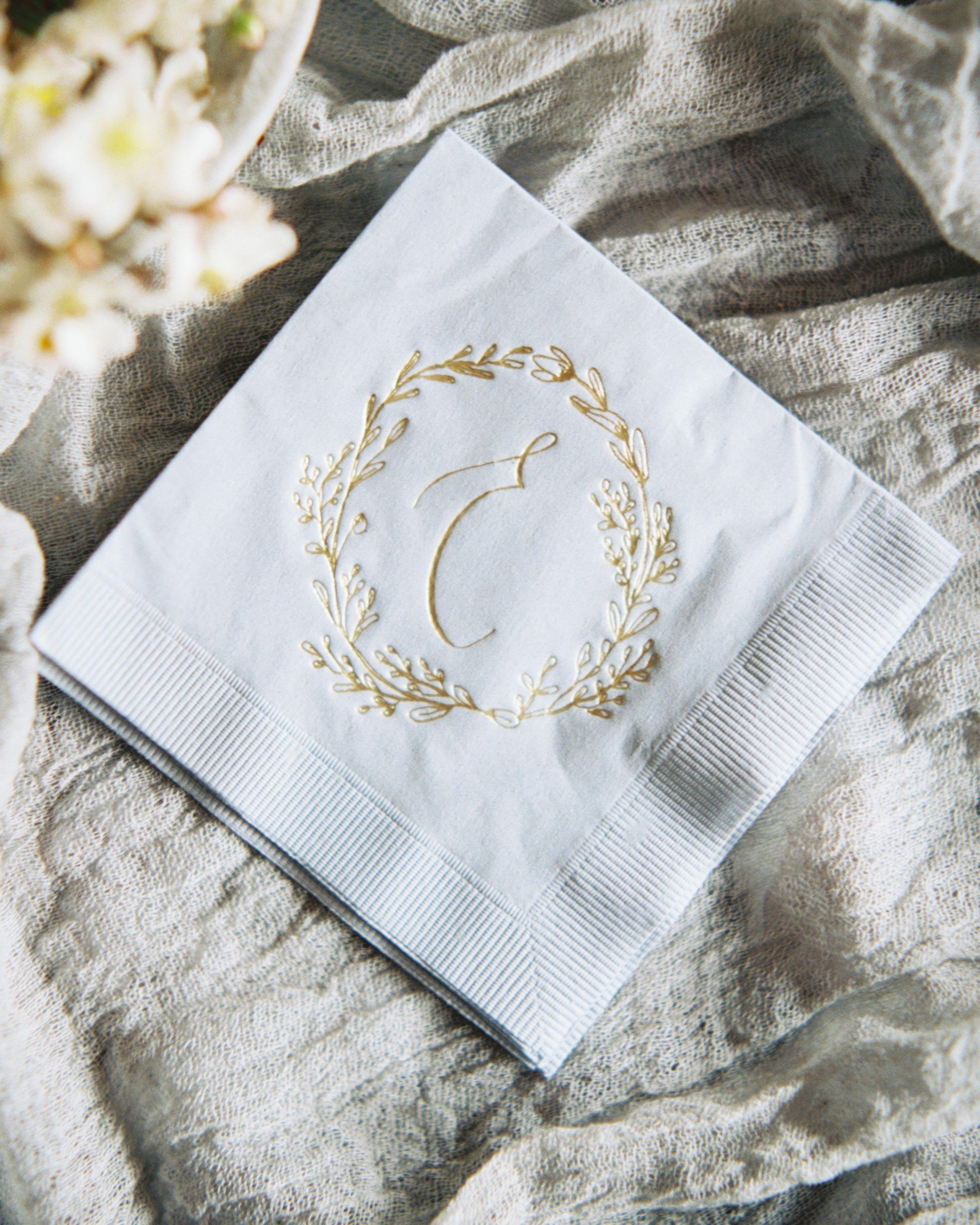 ginny-andrew-wedding-napkin-0019-s112676-0216.jpg