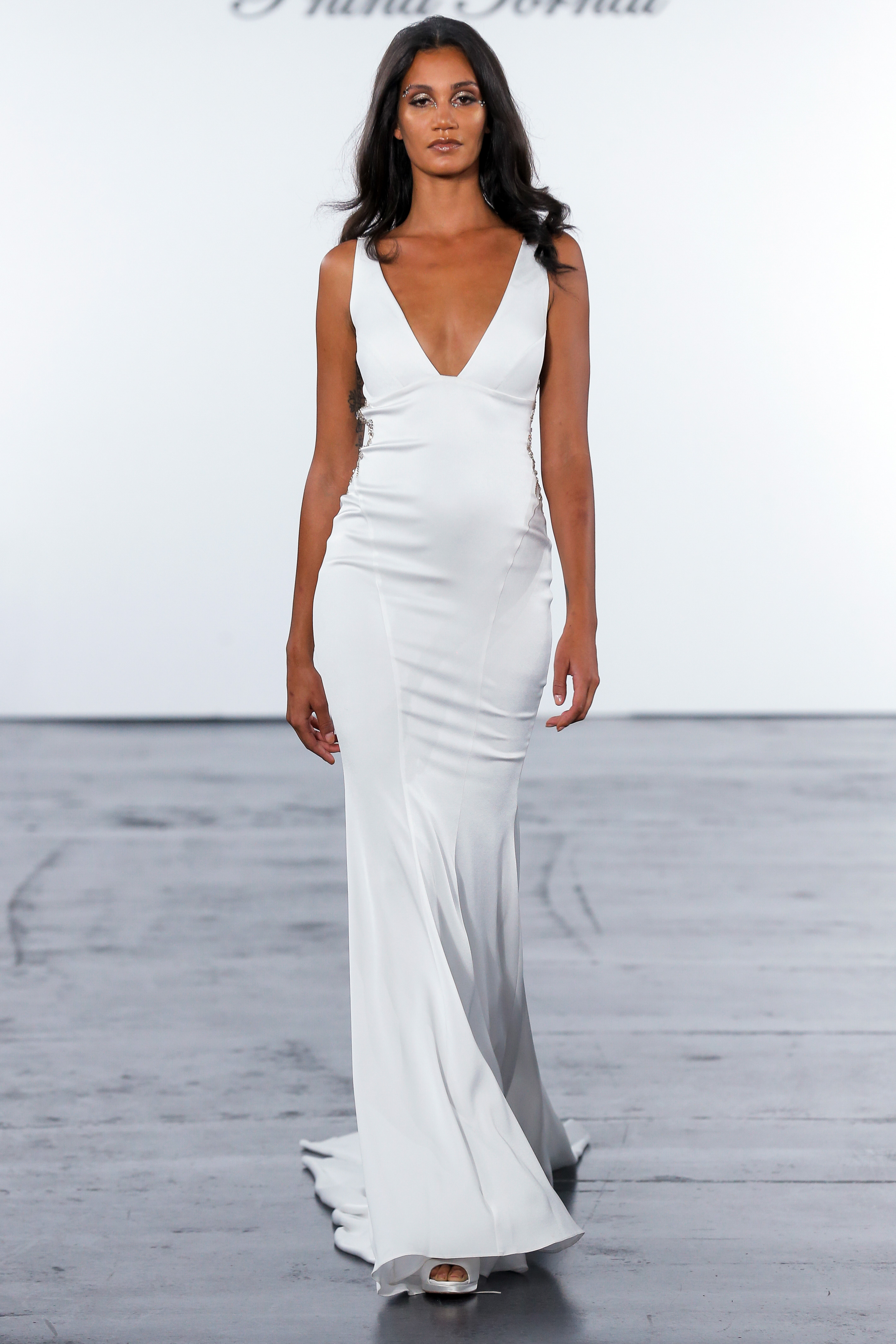 pnina tornai fall 2018 v-neck wedding dress