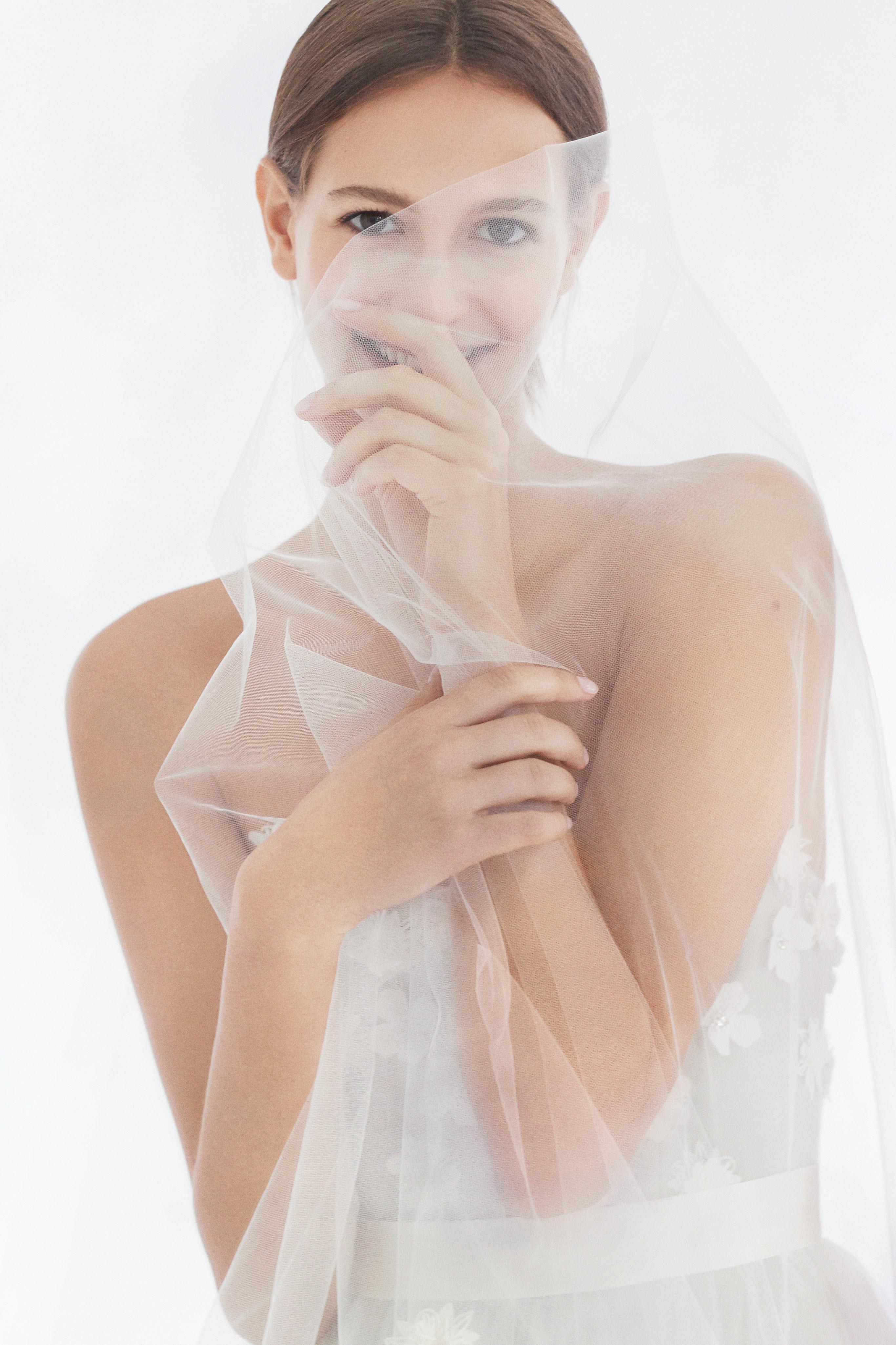 carolina herrera wedding dress fall 2018 tulle close up flower details