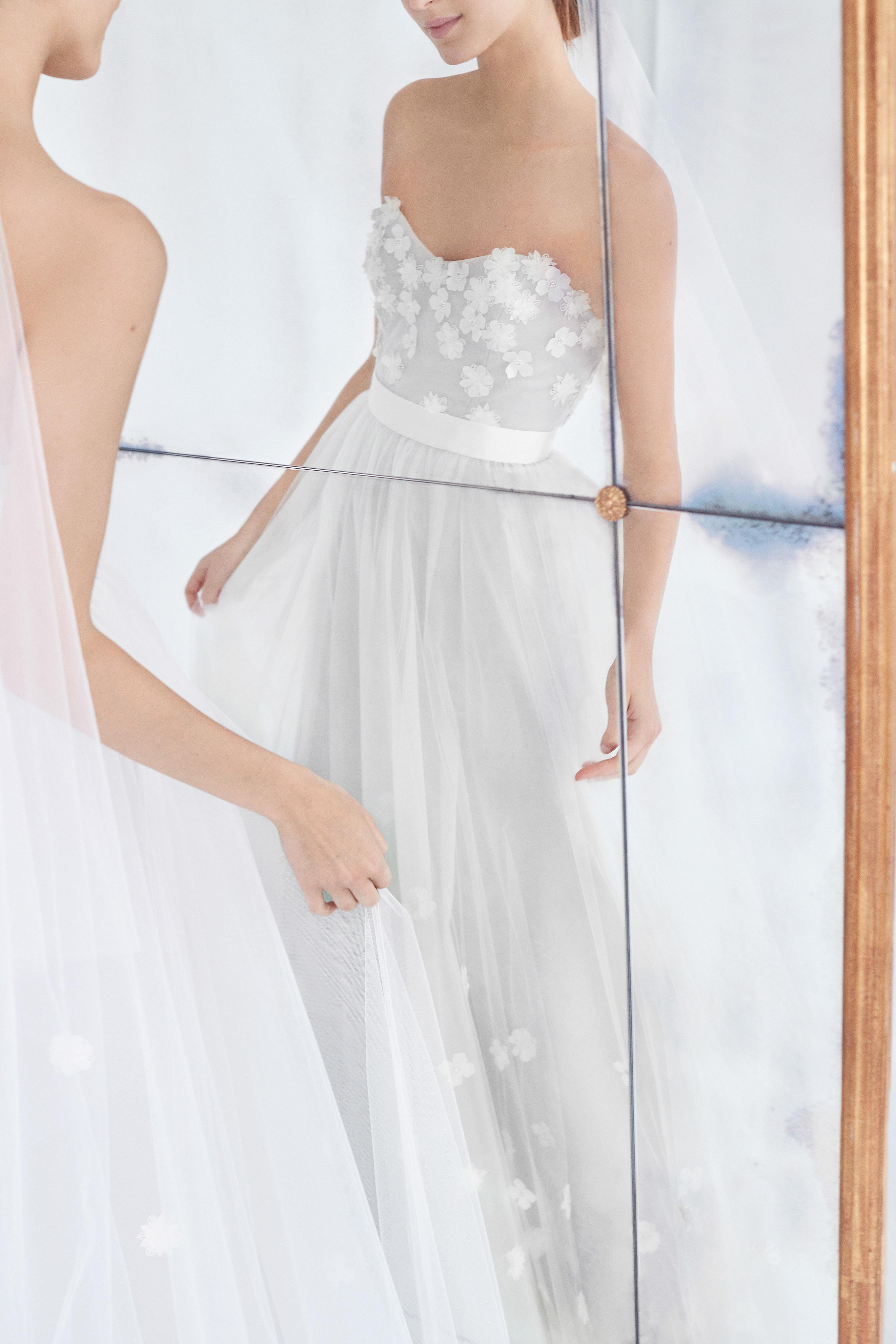 carolina herrera wedding dress fall 2018 sweetheart floral strapless