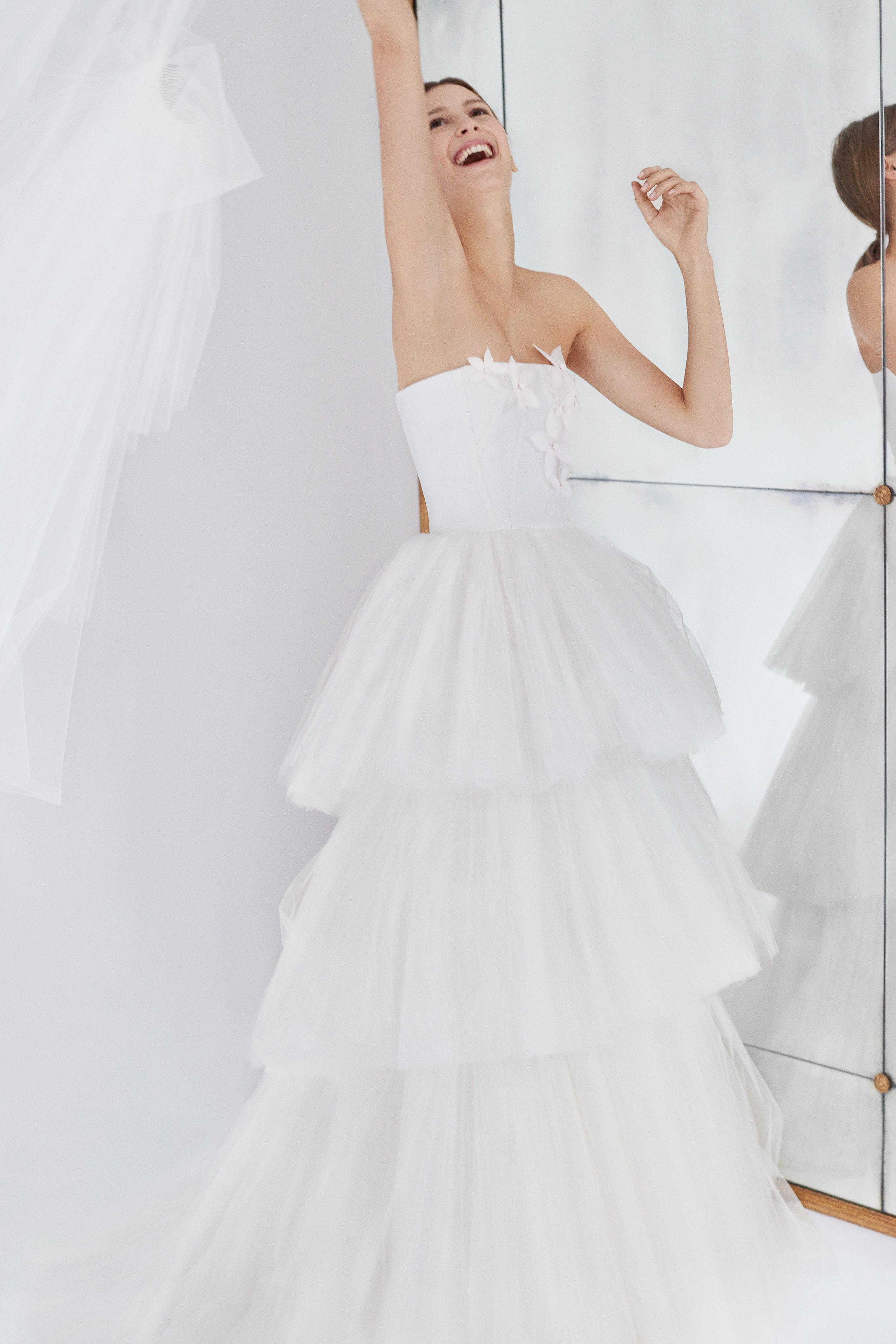 carolina herrera wedding dress fall 2018 tiered tulle strapless