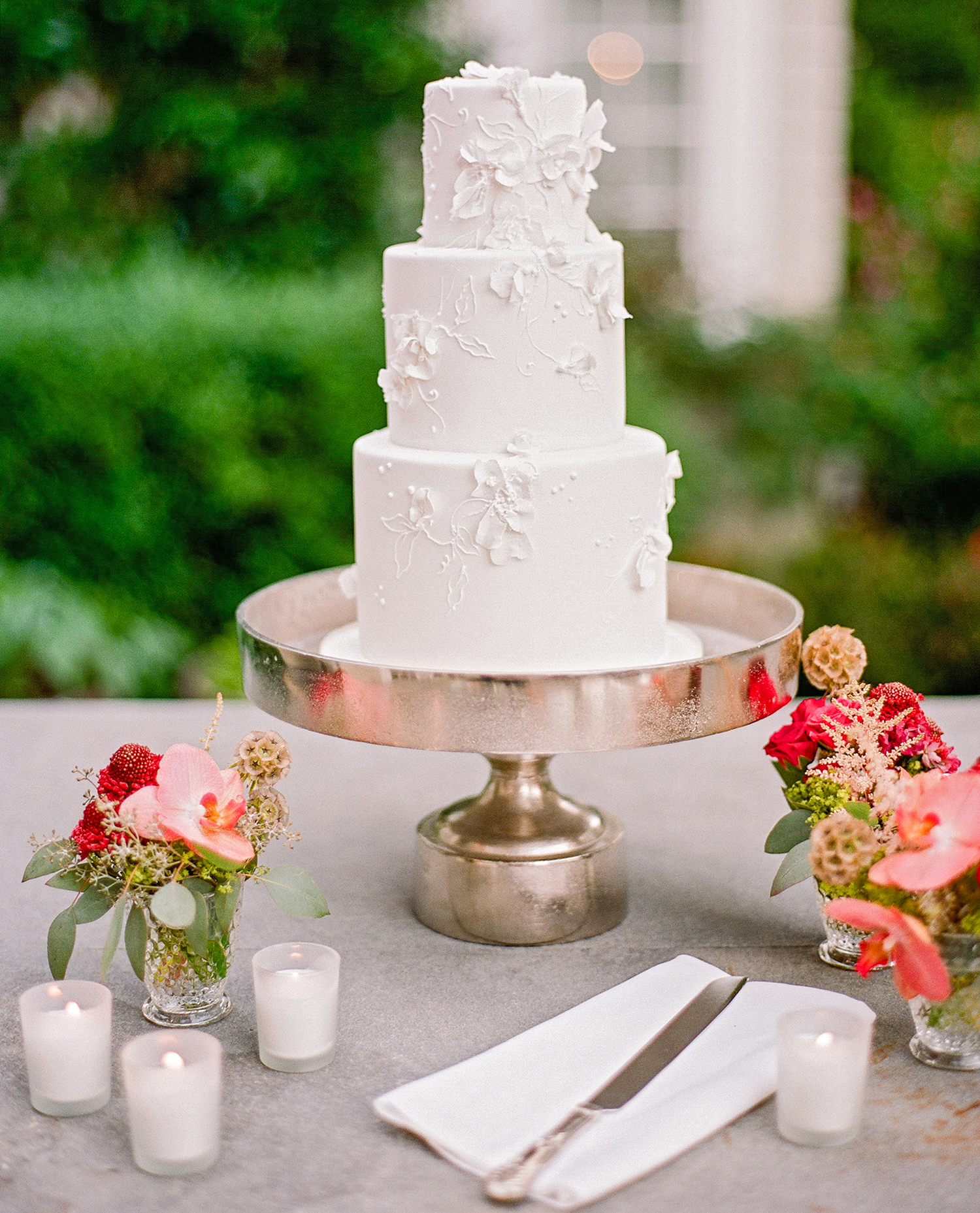 melissa michael wedding cake on stand