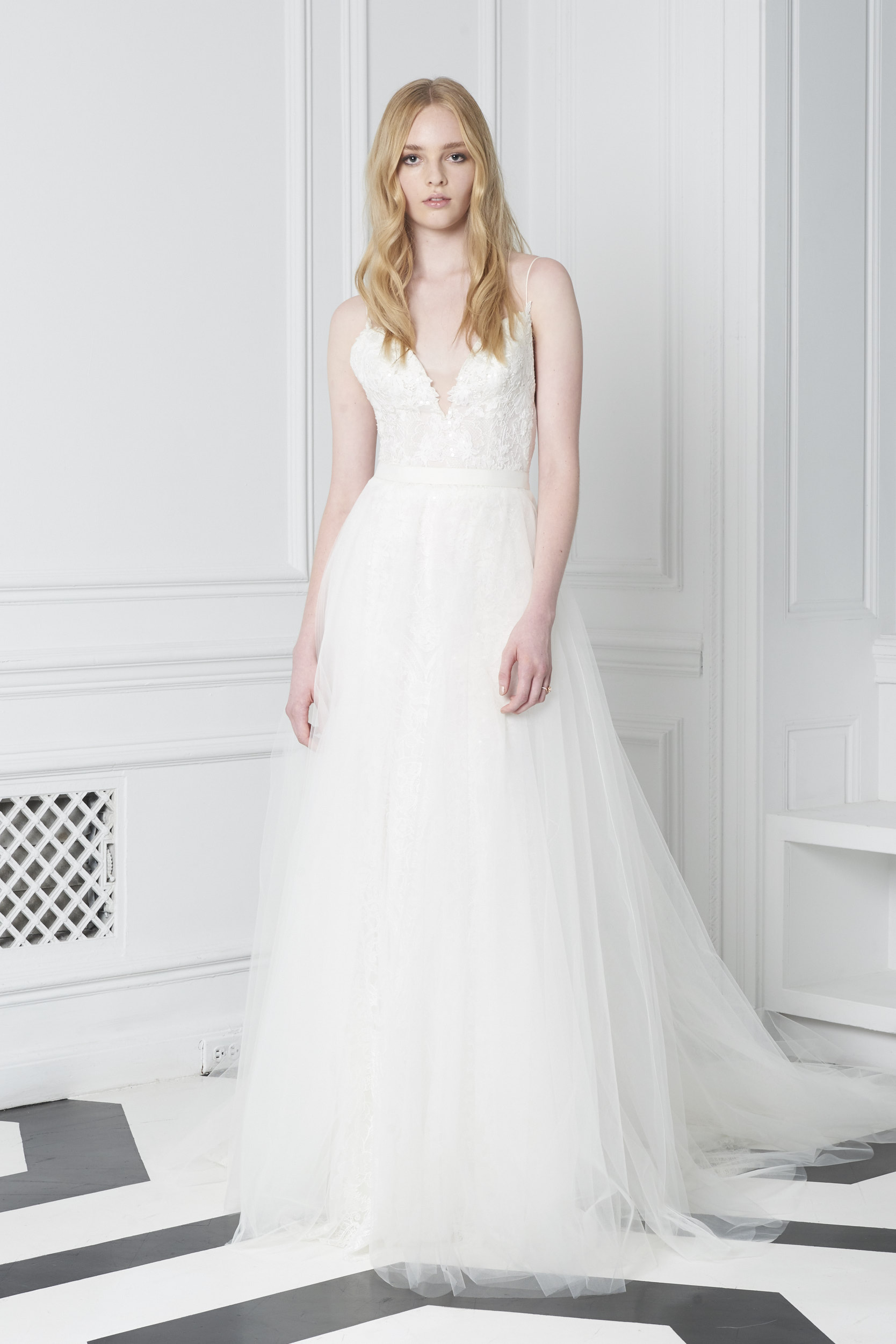 Monique Lhuillier Bliss Fall 2018 A-line Wedding Dress with V-Neckline and Tulle Skirt