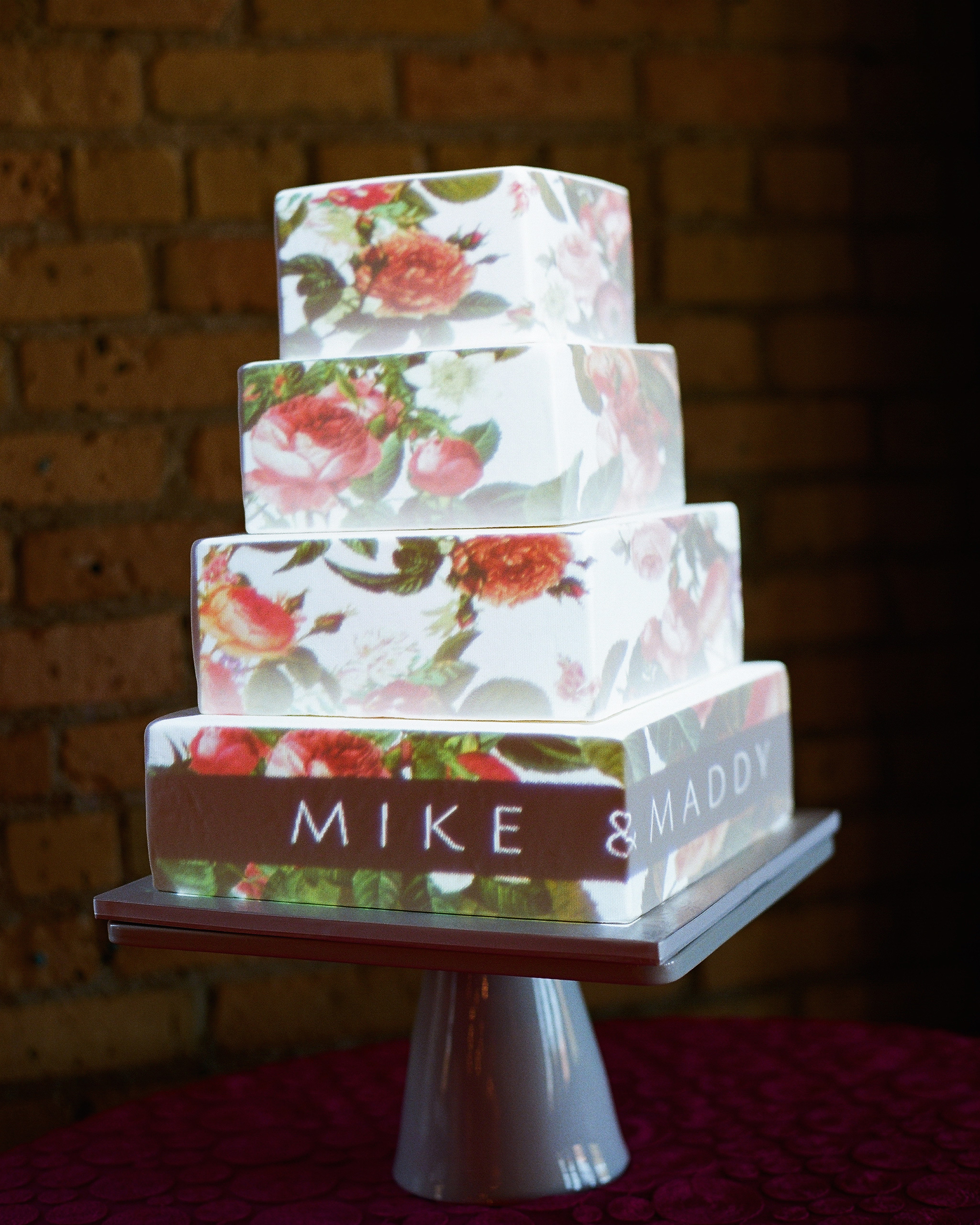 maddy-mike-wedding-cake-883.9767.12.2015.49-6134174-0716.jpg