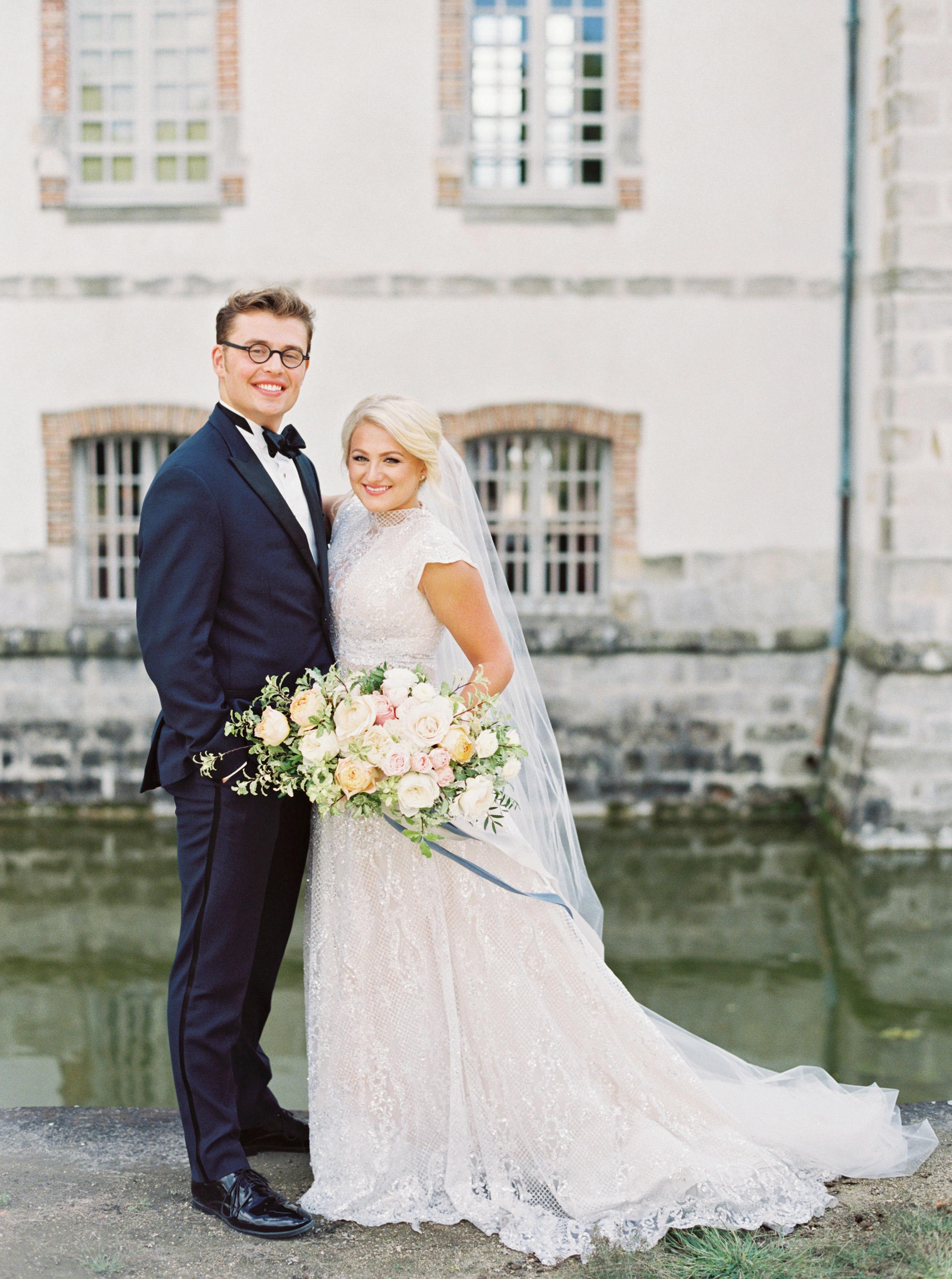 rachael cameron wedding couple with bouquet