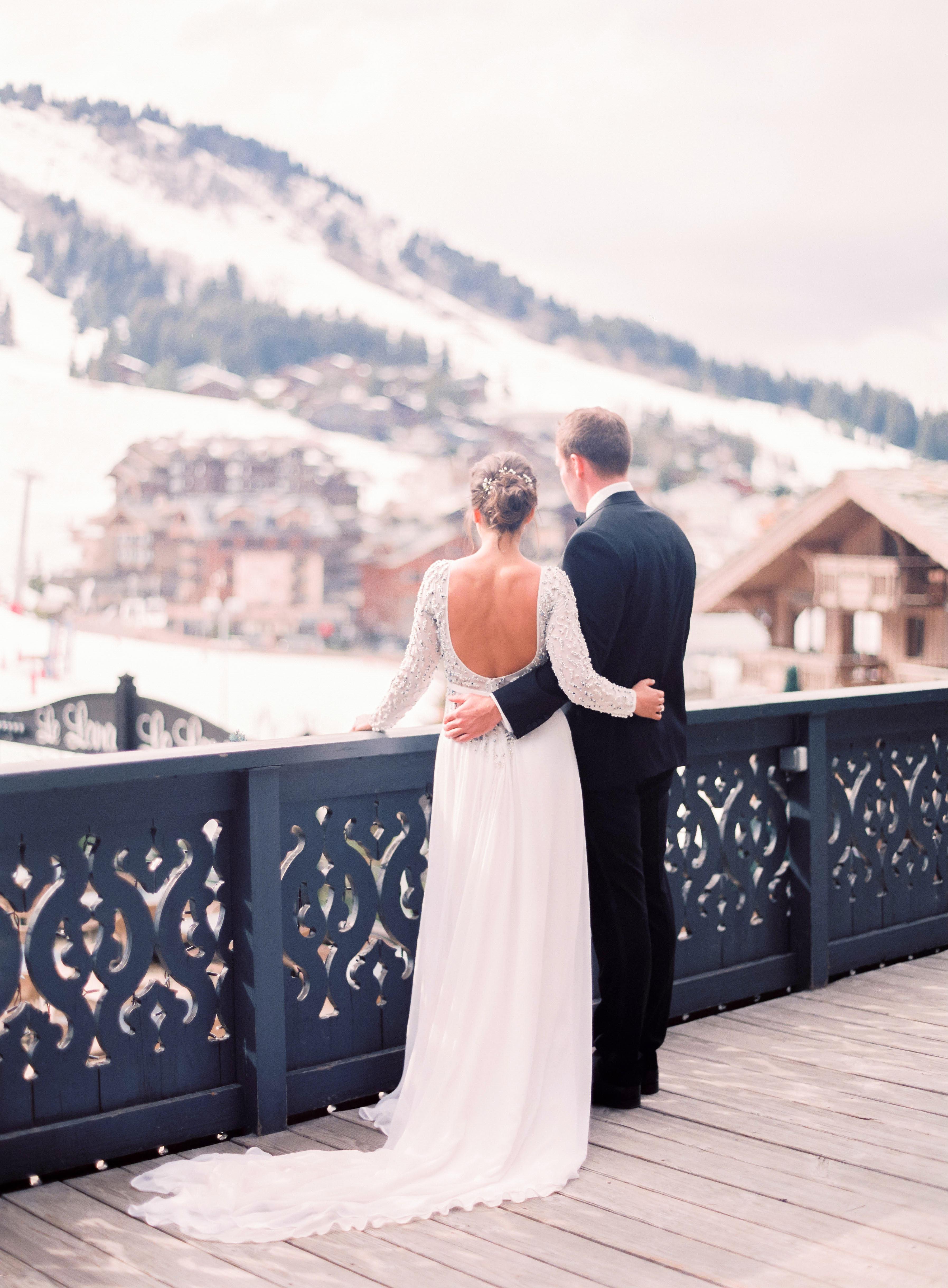 wedding couple snow