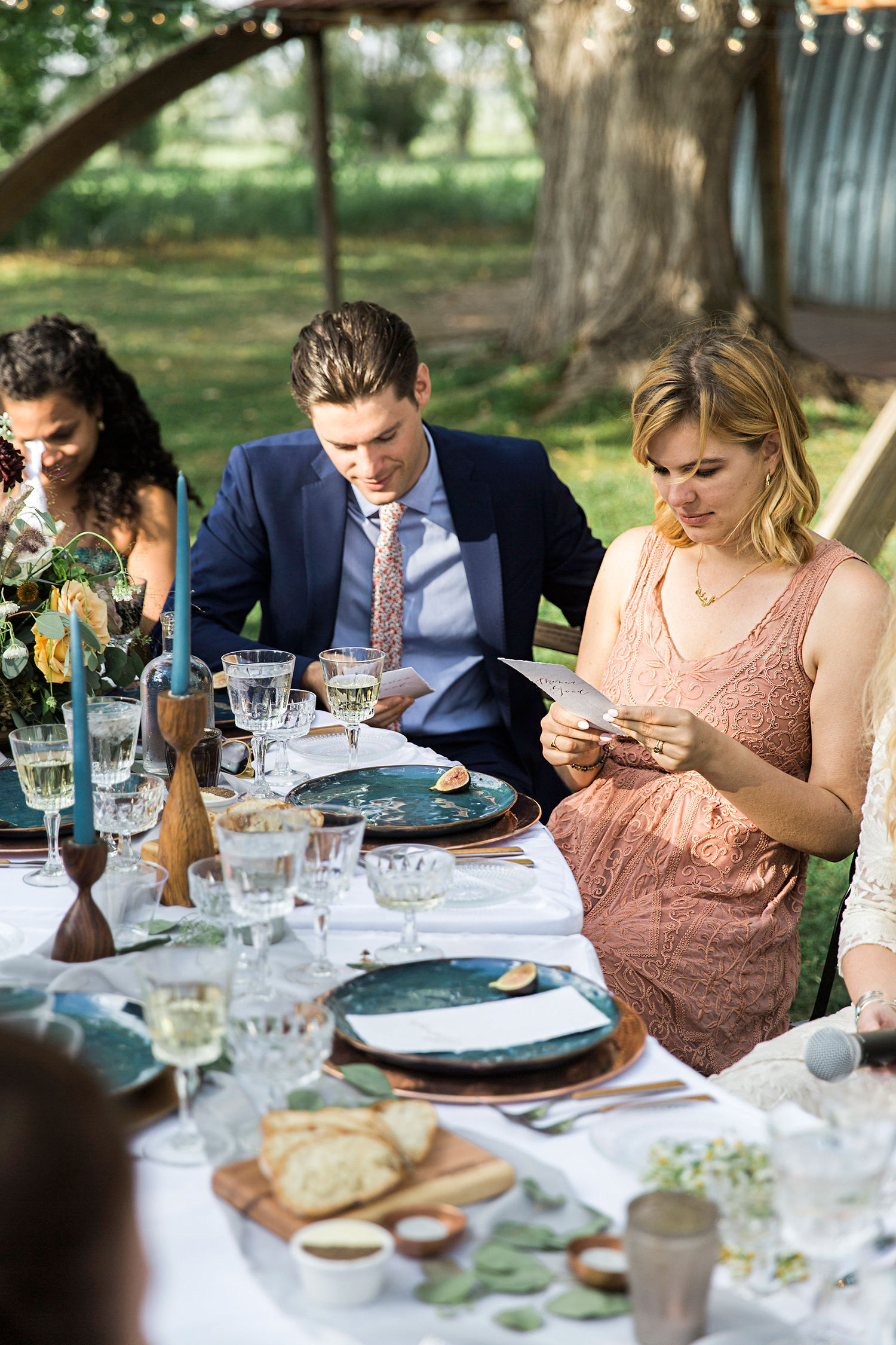 allison aimee wedding guests reading notes