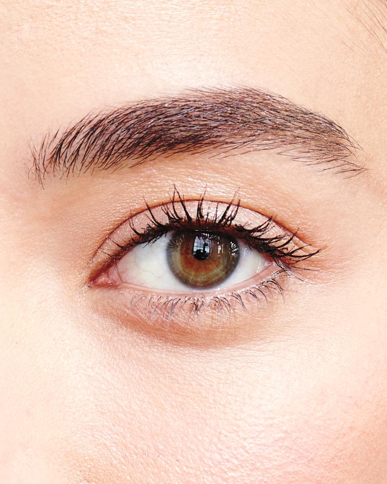 beauty-portrait-eye-220-d111521.jpg