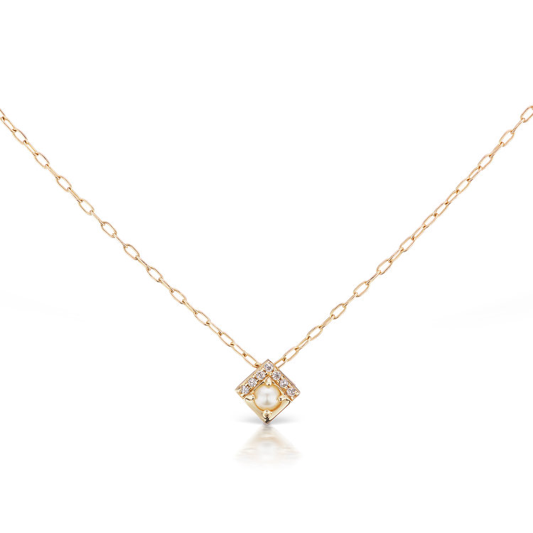 delicate gold necklace  pendant Jane Taylor
