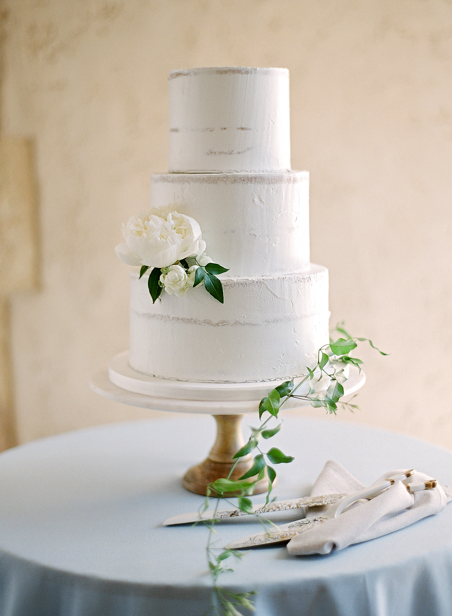 jannicke paal france wedding cake on stand