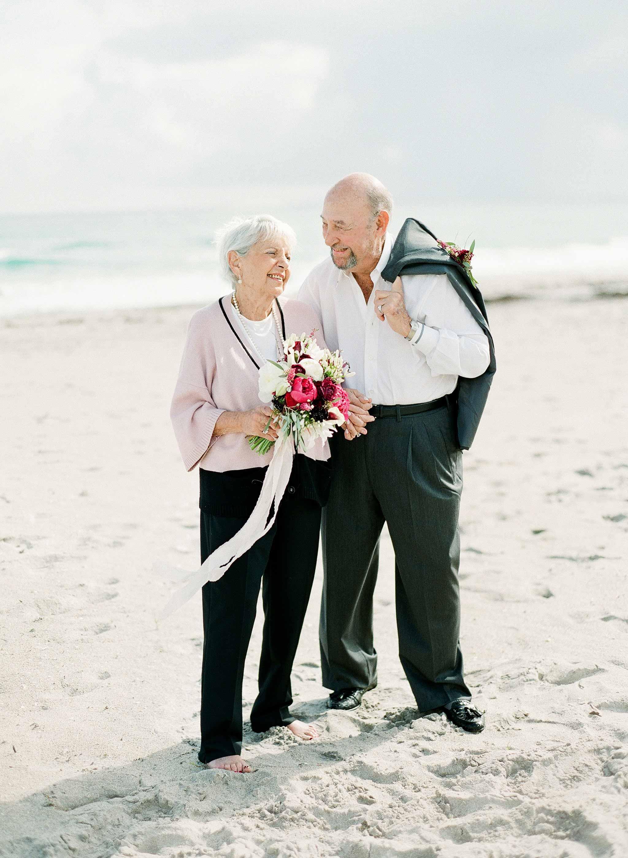 anniversary photo couple beach
