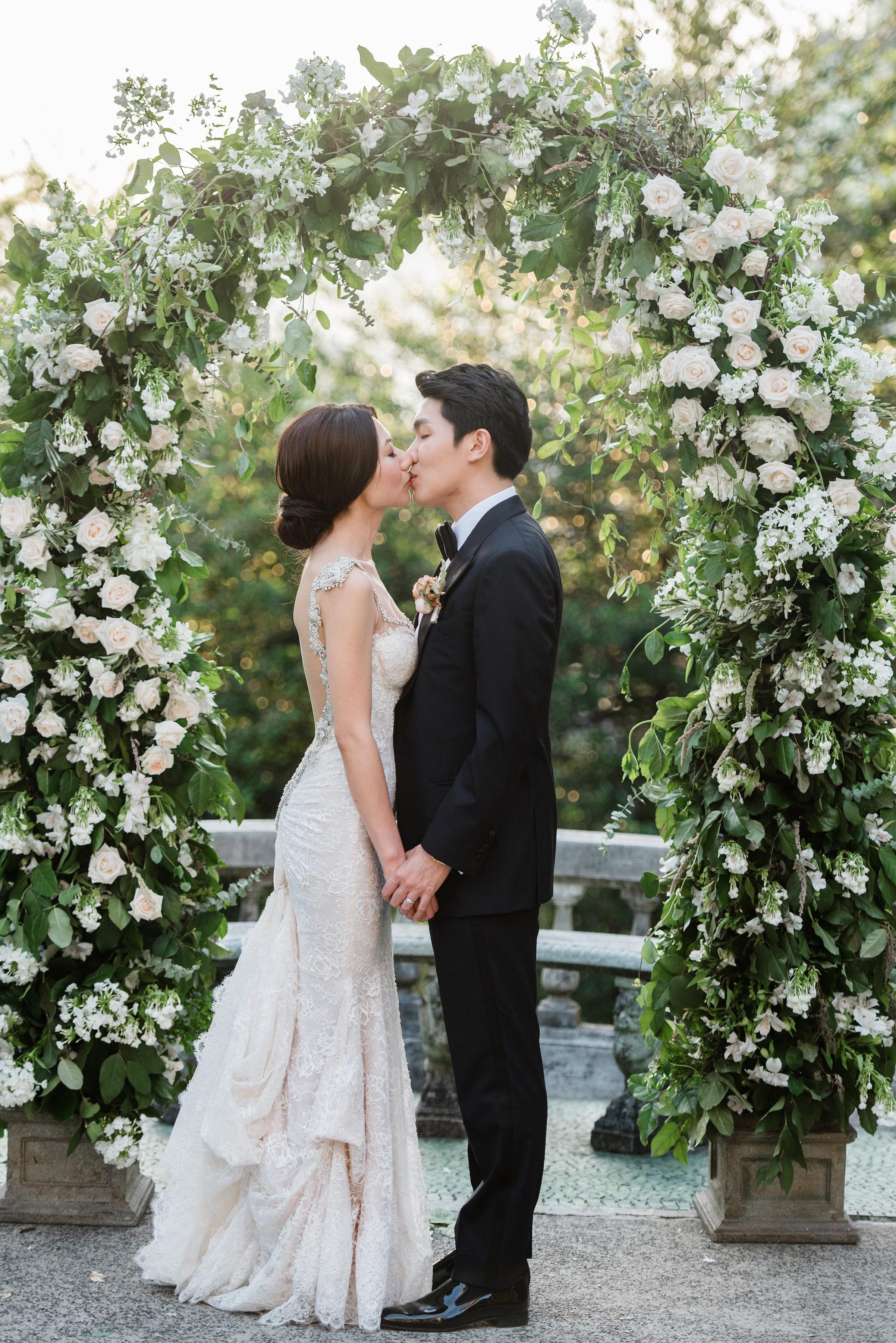 gloria zee wedding couple kiss arch
