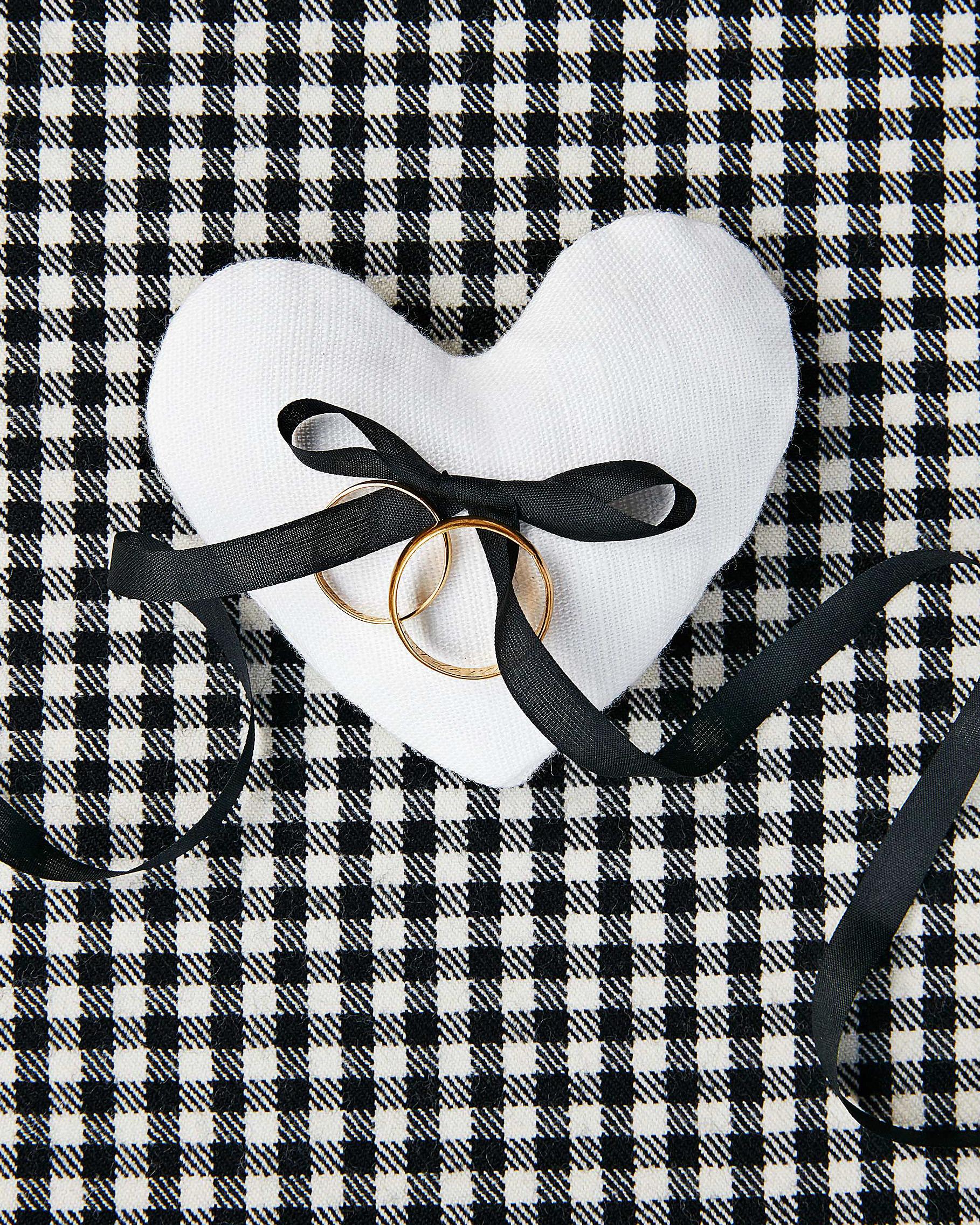 avril quy wedding new york rings heart black white bow
