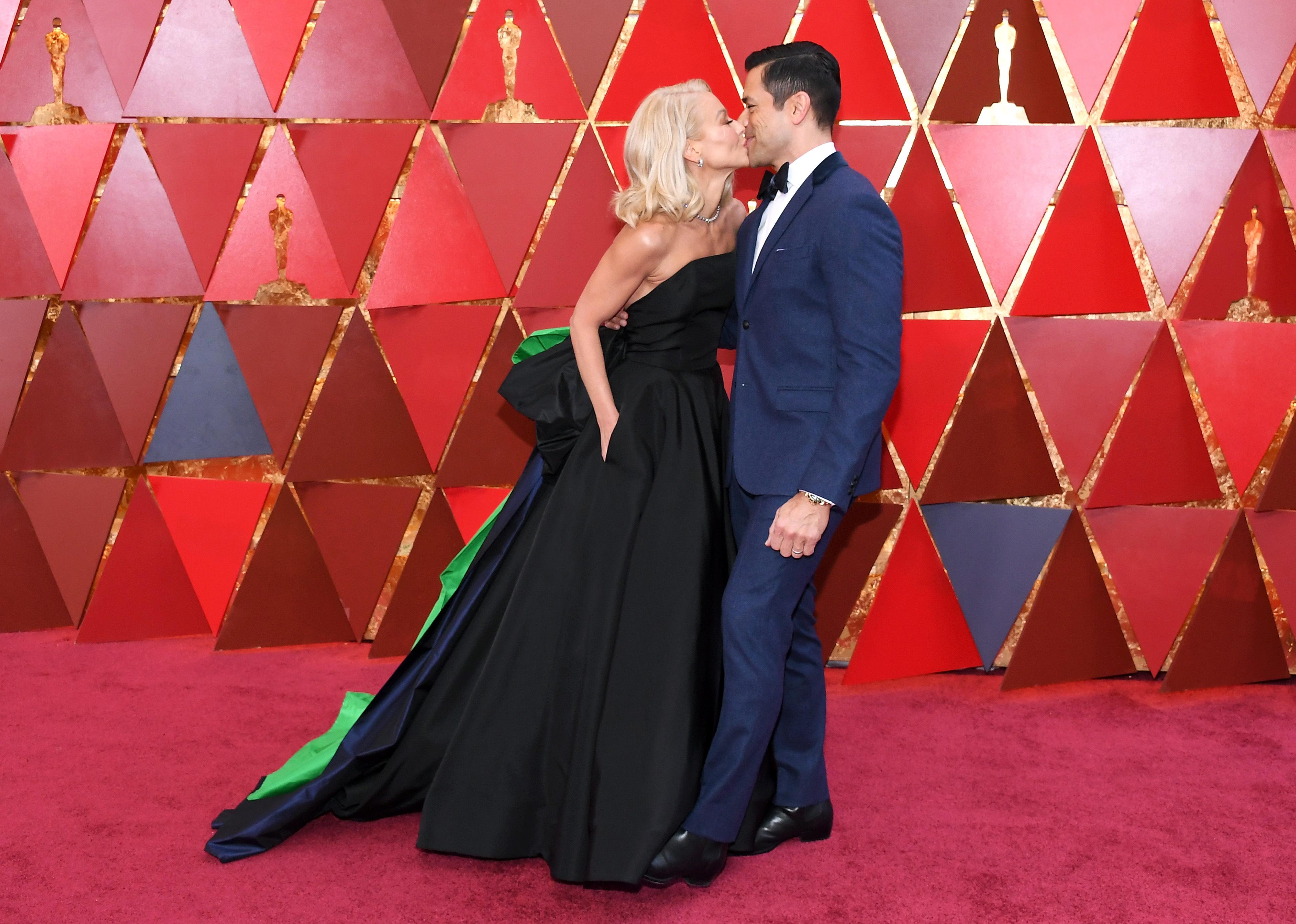 Kelly Ripa and Mark Consuelos 2018 Oscars