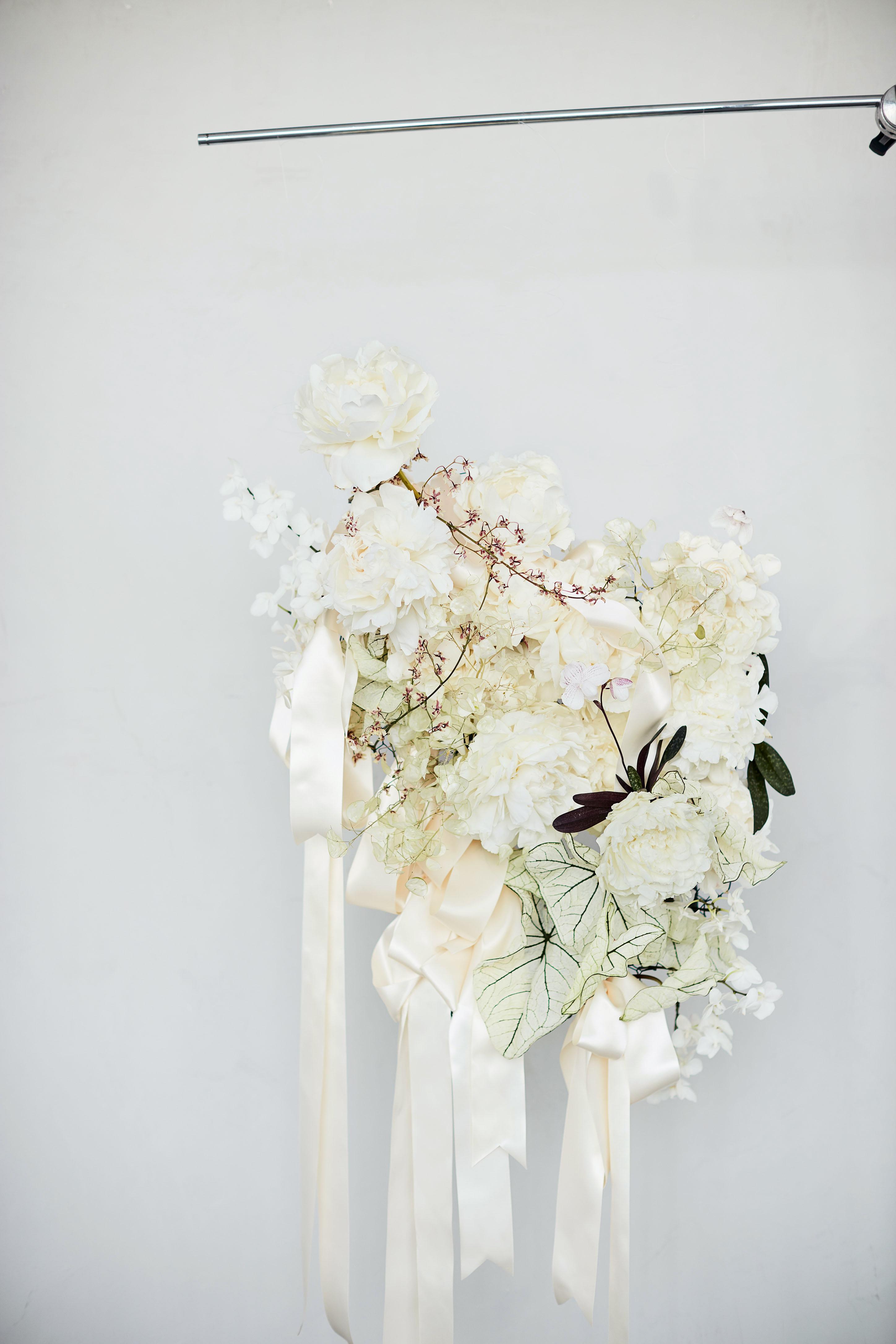 ribbon white bouquet