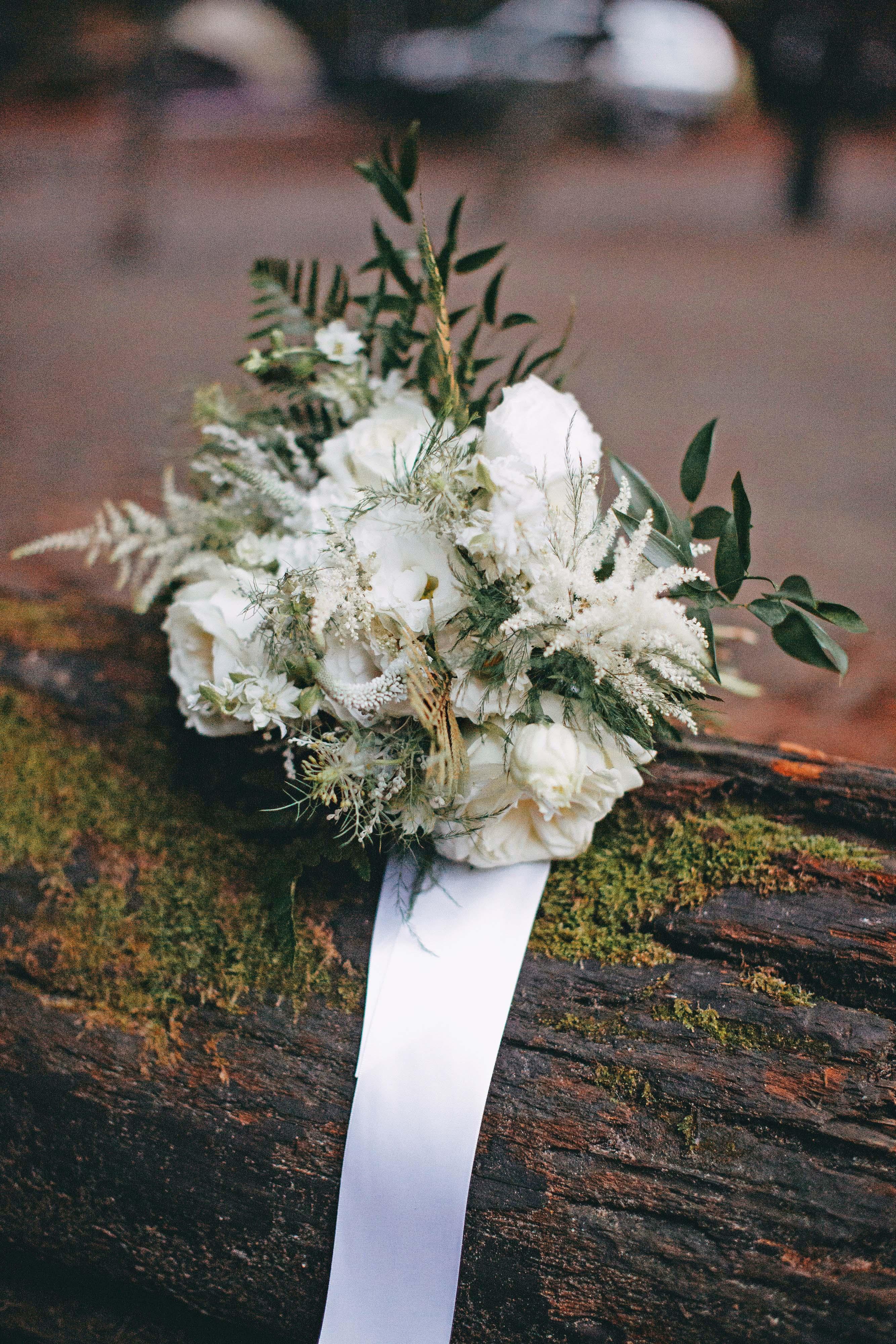 danielle adam wedding bouquet
